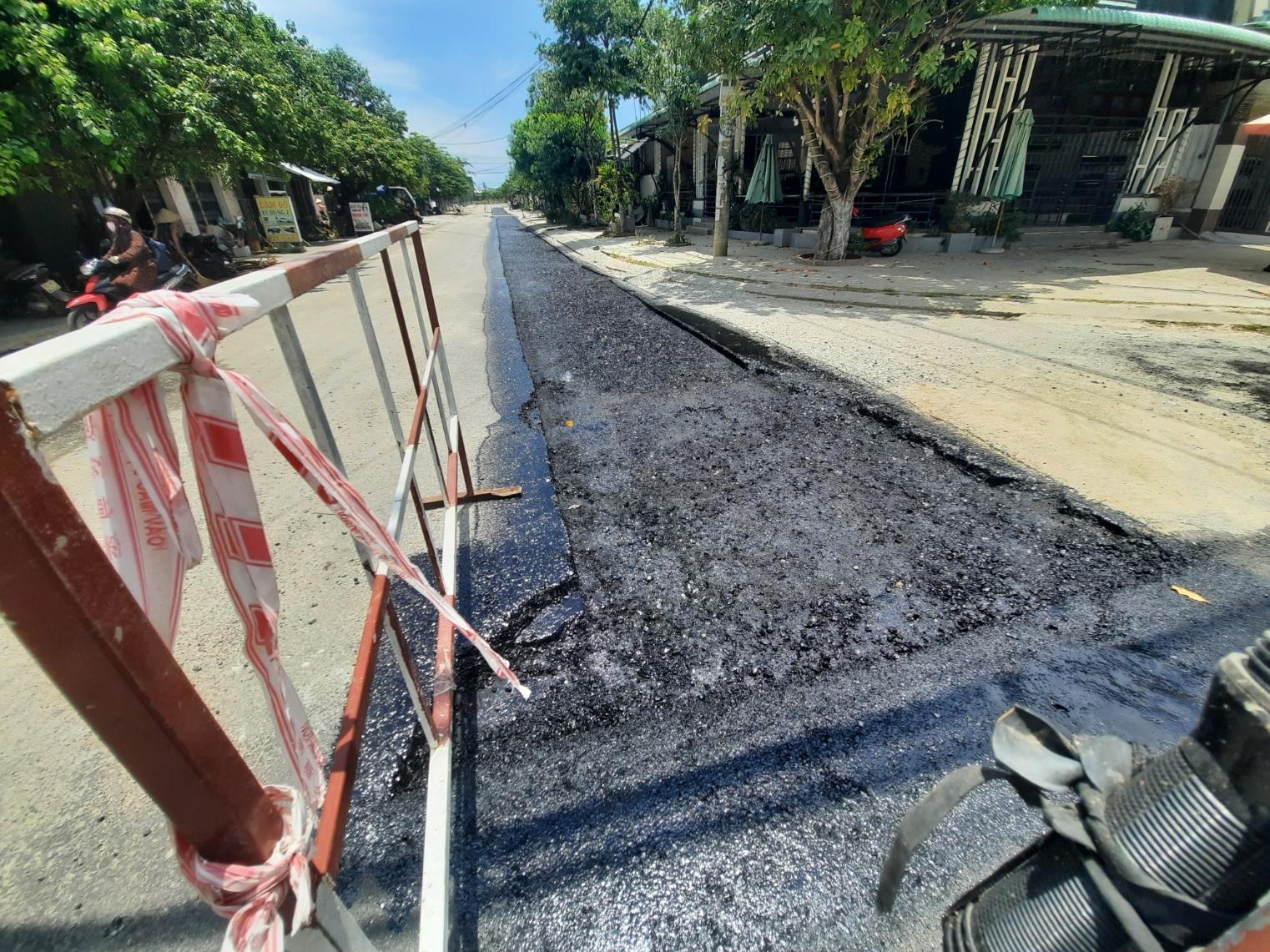 Theo UBND huyện Núi Thành, vừa qua, lãnh đạo huyện đã làm việc với BQL Dự án đầu tư xây dựng tỉnh và chủ đầu tư cam kết đến cuối tháng 12.2021 sẽ hoàn thành. Ảnh: H.Đ