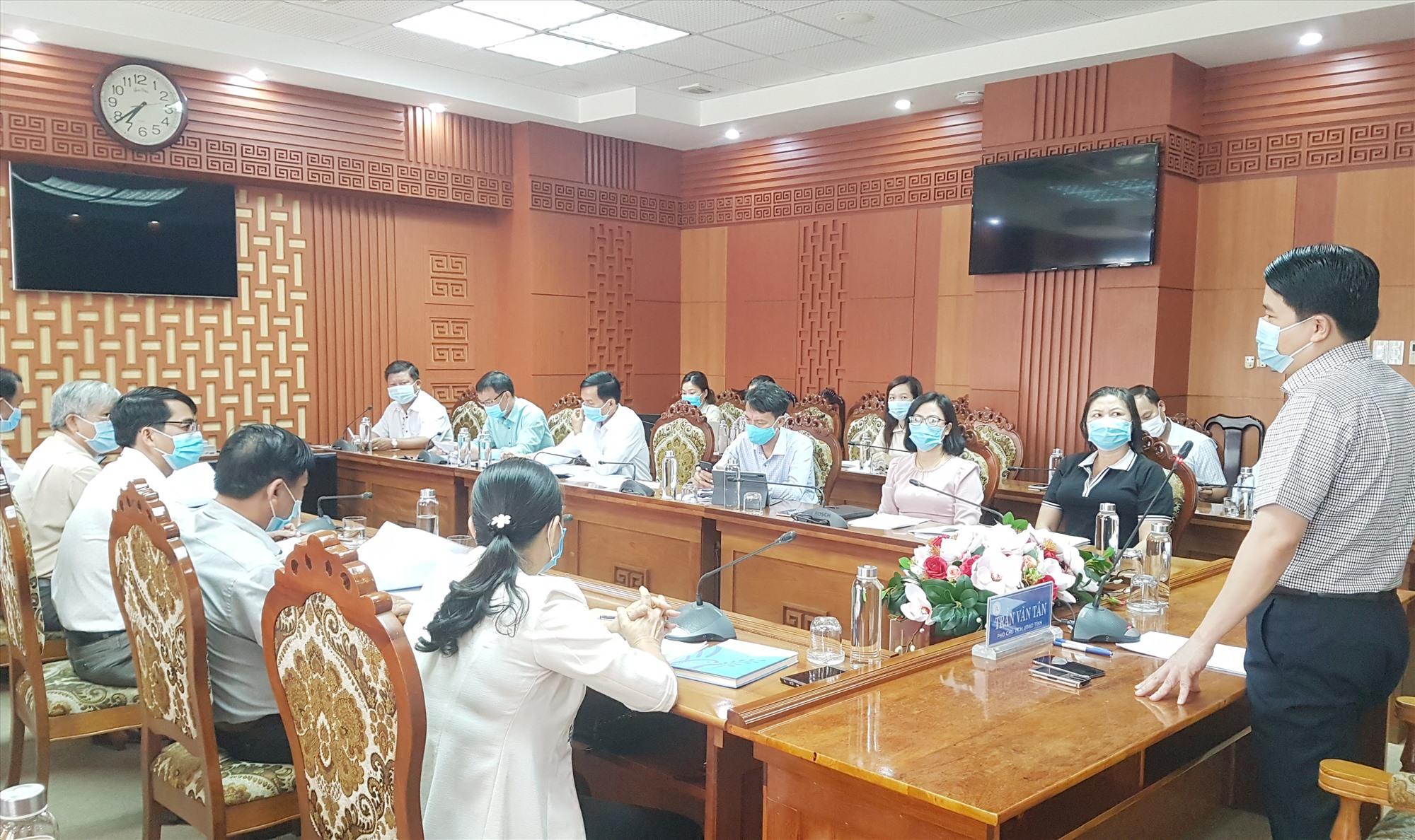 Phó Chủ tịch UBND tỉnh Trần Văn Tân yêu cầu Trường Cao đẳng Quảng Nam phải là nơi đào tạo nguồn nhân lực chất lượng của tỉnh. Ảnh: D.L