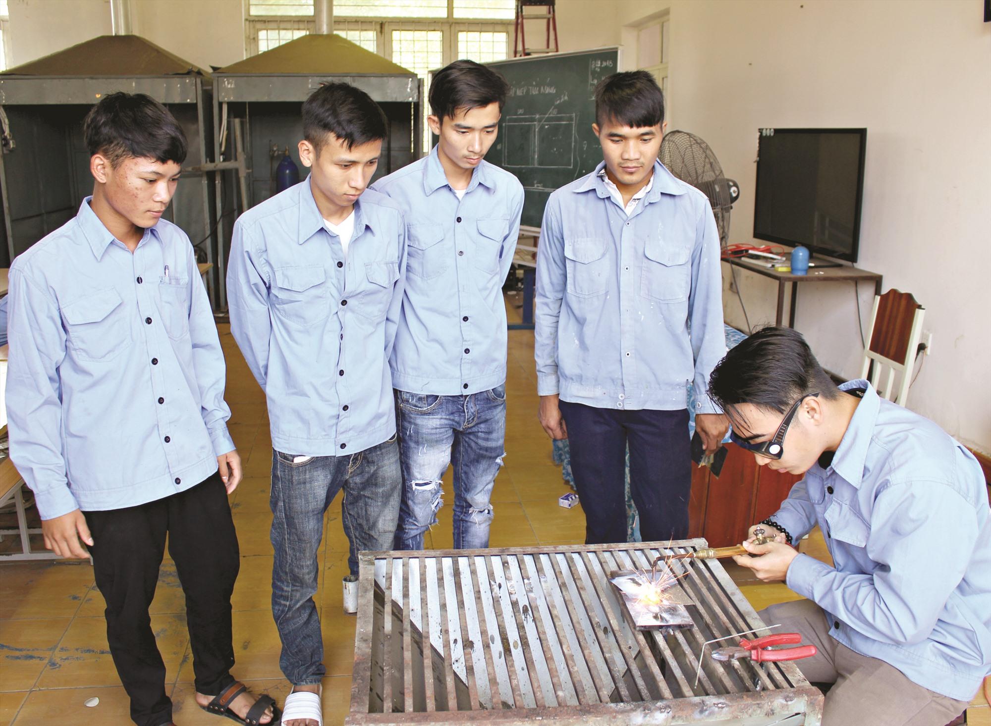 Thời gian qua, việc đào tạo nghề ở các cơ sở giáo dục nghề nghiệp công lập đã đào tạo lượng lớn lao động của tỉnh. Ảnh: D.L