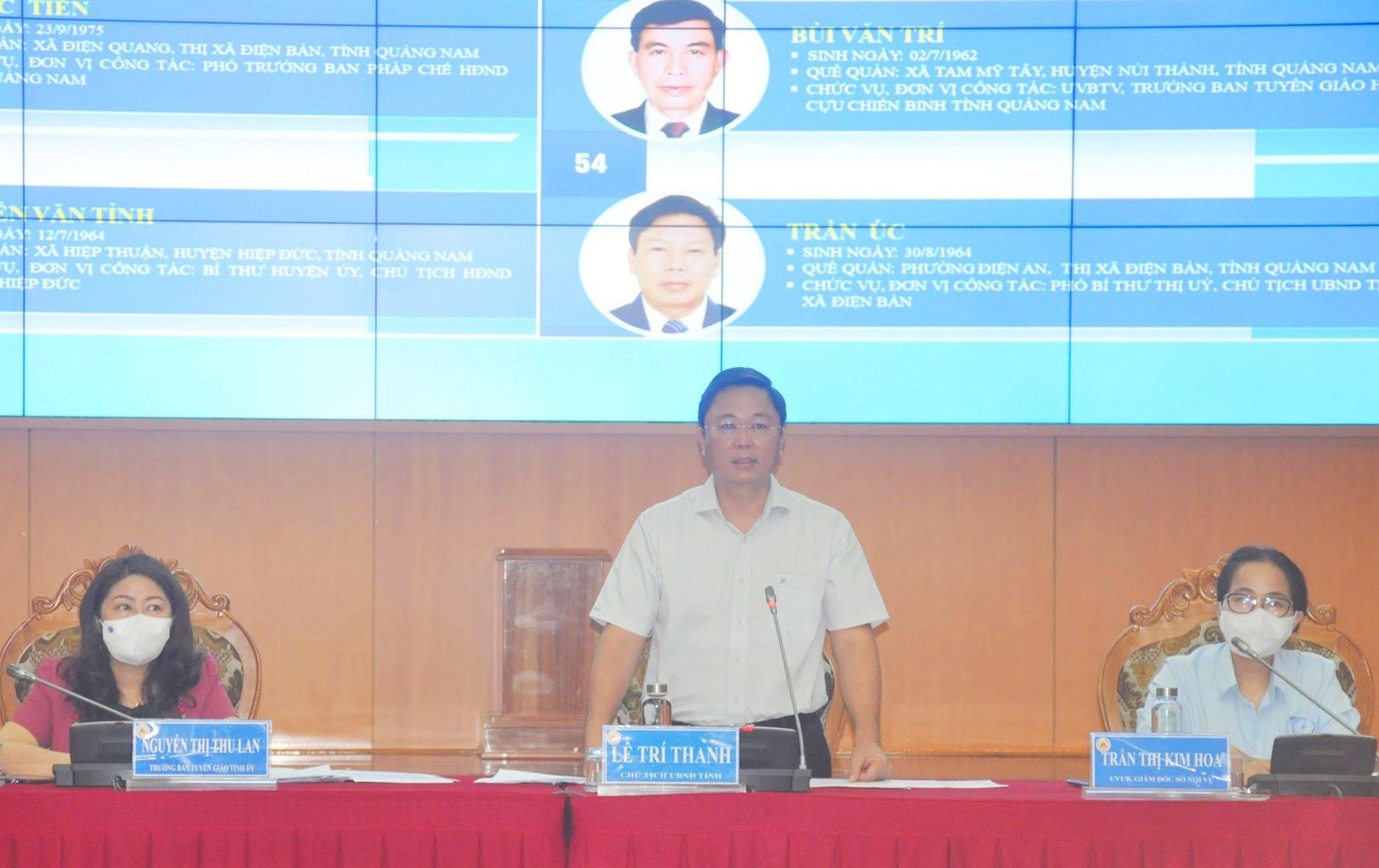 Chủ tịch UBND tỉnh Lê Trí Thanh - Chủ tịch UBBC tỉnh cảm ơn báo chí đã đồng hành thông tin kịp thời về các nội dung chuẩn bị bầu cử và tổ chức cuộc bầu cử thành công tốt đẹp của Quảng Nam. Ảnh: N.Đ