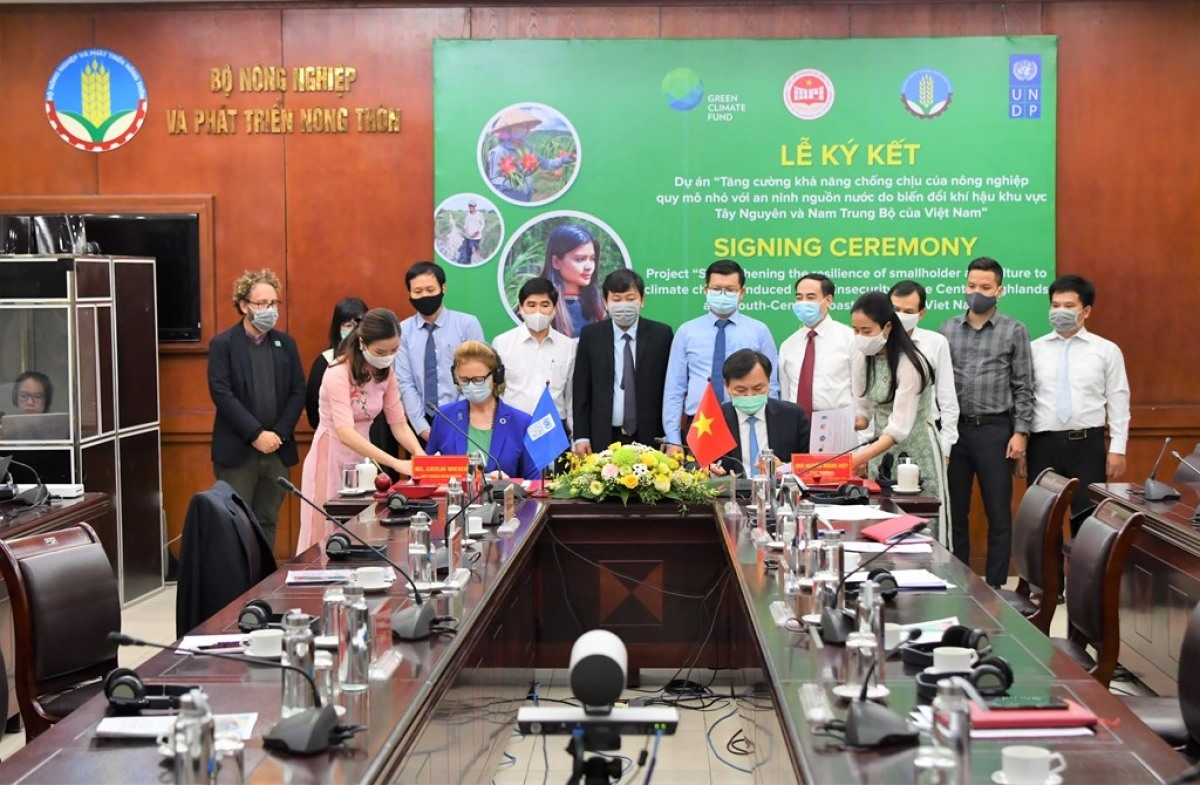 At the signing ceremony (Photo:BNews)
