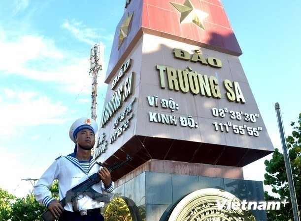 A naval soldier stands guard at a sovereignty marker on Truong Sa Lon island (Photo: VNA)