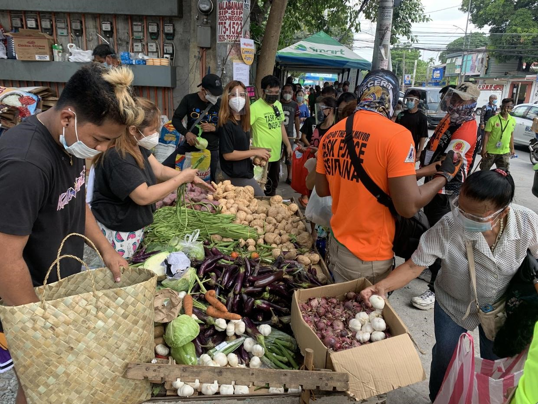 Một quầy thực phẩm cộng đồng tại Philippines. Ảnh: CBS