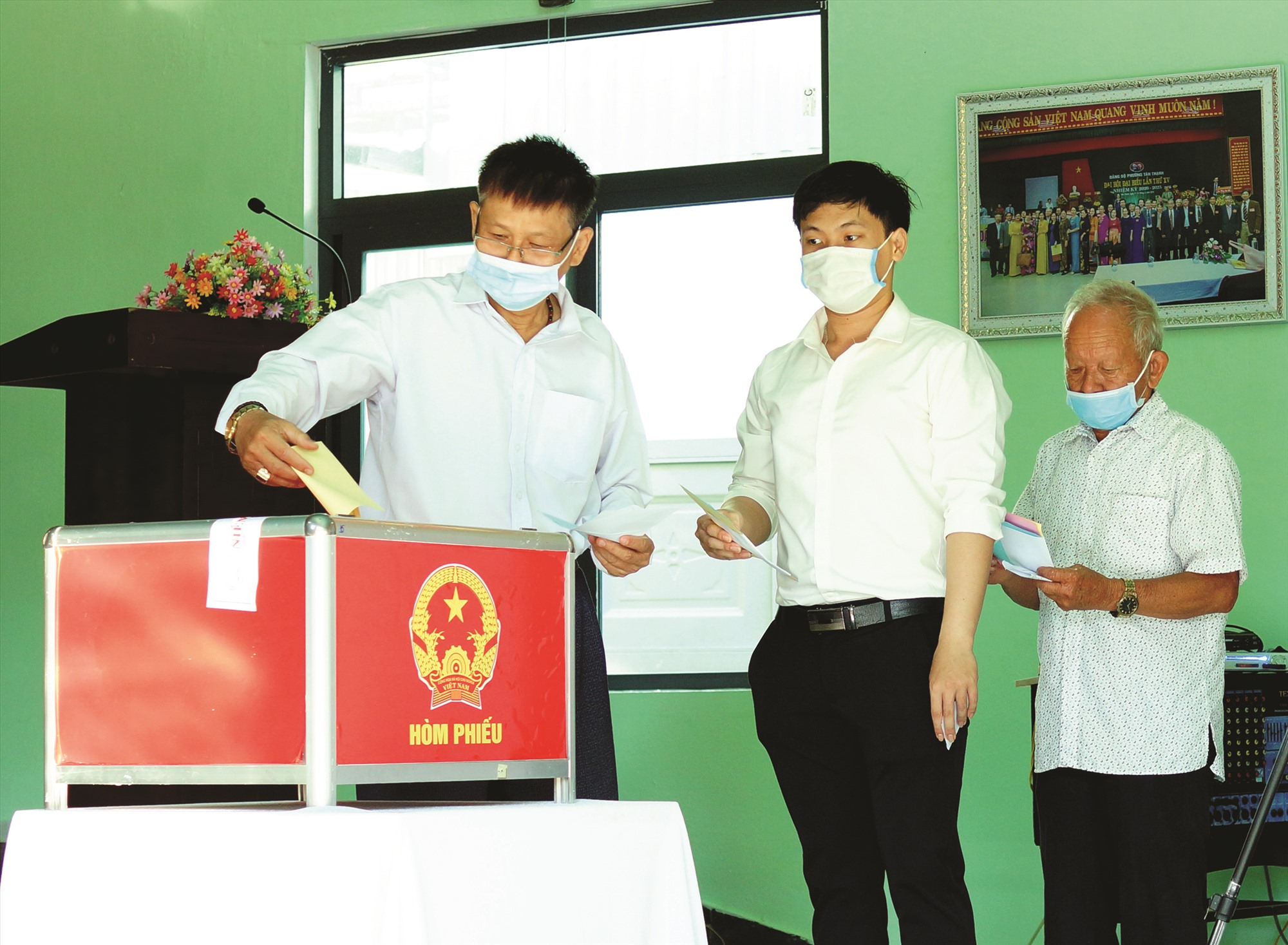 Với 1.177.072/1.177.335 cử tri tham gia bầu cử - Quảng Nam thuộc tốp địa phương có tỷ lệ cử tri đi bầu cao nhất của cả nước. Ảnh: PHƯƠNG THẢO