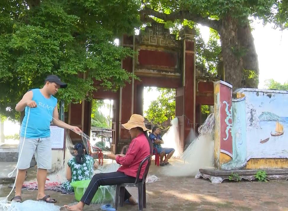 Những năm qua, người dân thôn Bãi Hương (xã đảo Tân Hiệp) trực tiếp quản lý mặt nước biển và khai thác hải sản bền vững. Ảnh: Q.Hải