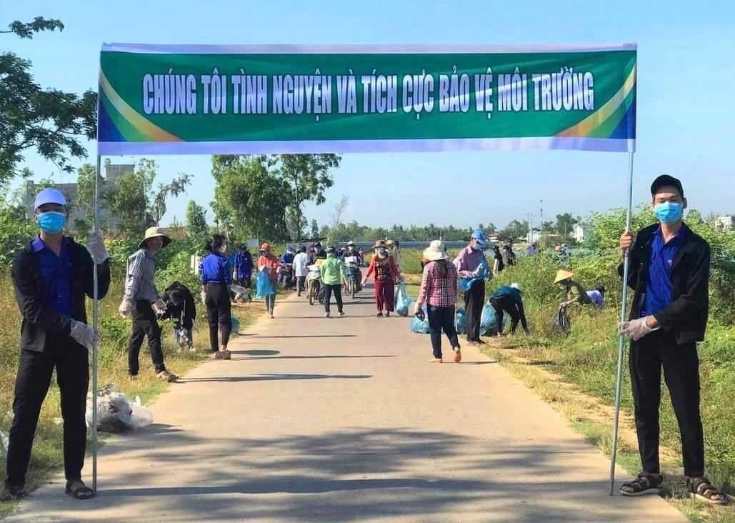 Cộng đồng chung tay bảo vệ môi trường trong Ngày Chủ nhật xanh lần thứ II năm 2021. Ảnh: CTV