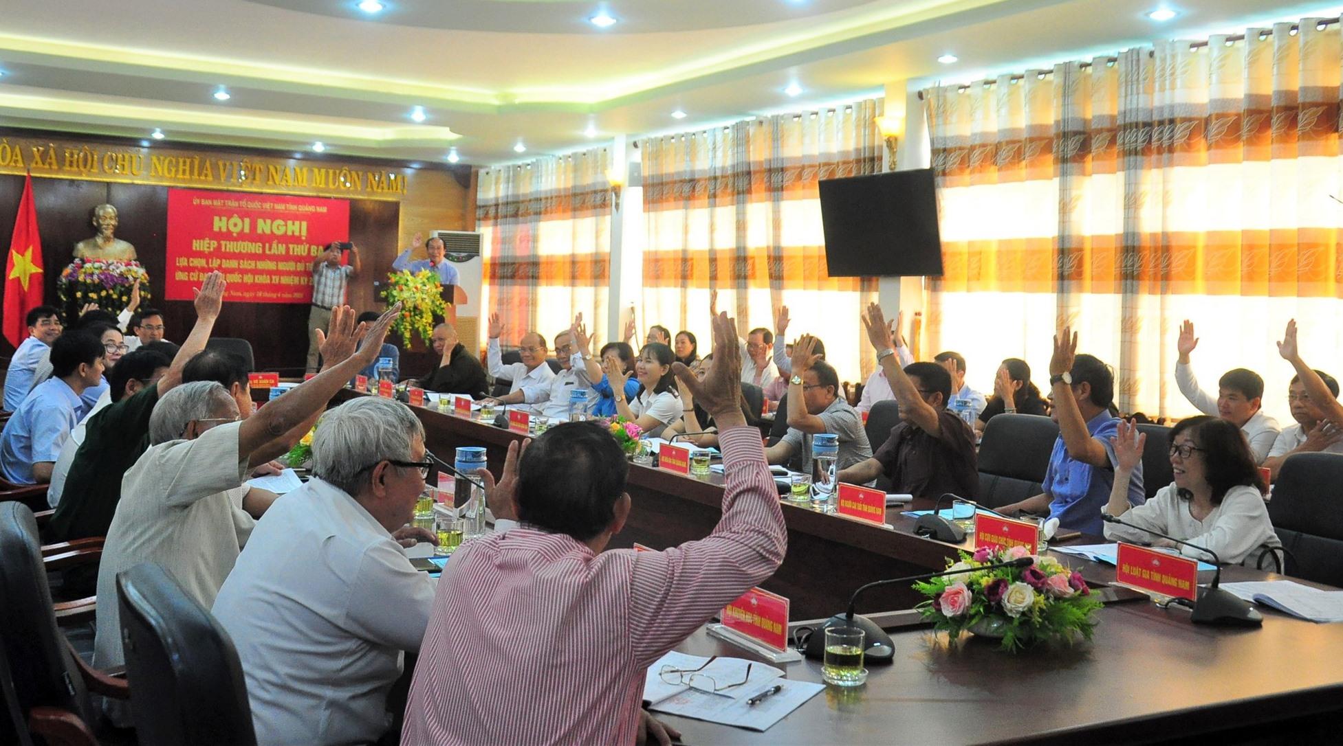 Ủy ban MTTQ Việt Nam tỉnh tổ chức hiệp thương giới thiệu người ứng cử. Ảnh: V.A