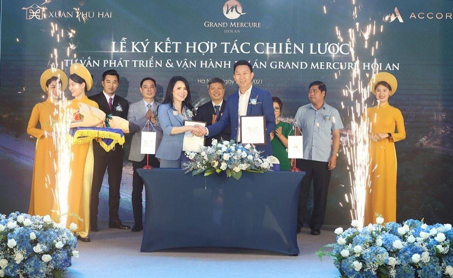 Ảnh lễ kỳ kết hợp tác chiến lược giữa Công ty Cổ phần Đầu tư và Xây dựng Xuân Phú Hải với Tập đoàn Accor