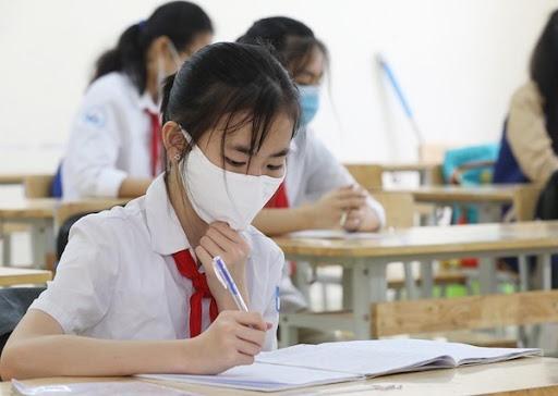 Học sinh sinh viên buộc phải khai báo y tế trung thực. Ảnh: KTDT