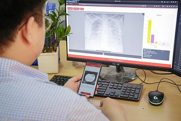Ứng dụng được thao tác trên máy tính và điên thoại di động thông minh. Ảnh XL