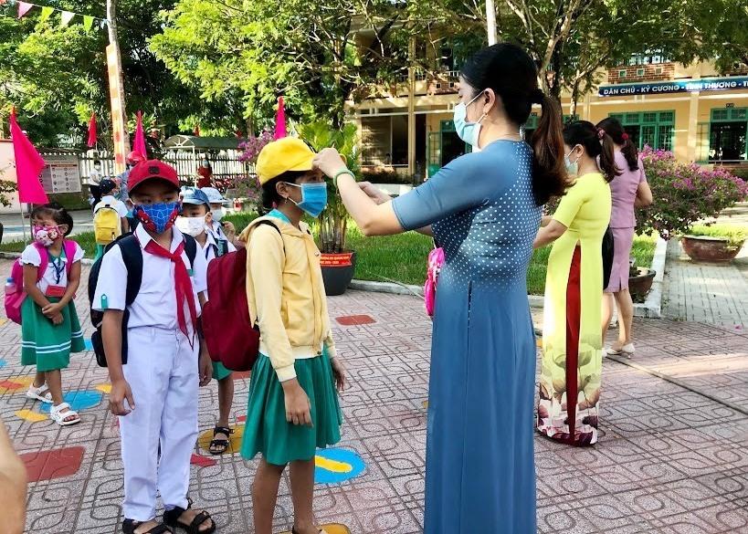 Học sinh Quảng Nam đi học trở lại từ ngày 6.5 và phải đảm bảo yêu cầu phòng chống dịch trong trường học. Ảnh: C.N