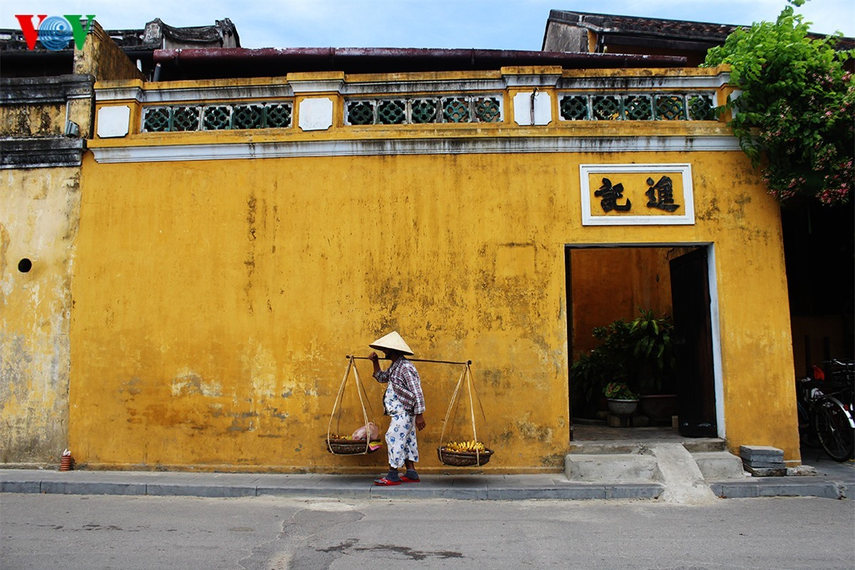 Yellow walls are the the typical beauty of Hoi An.