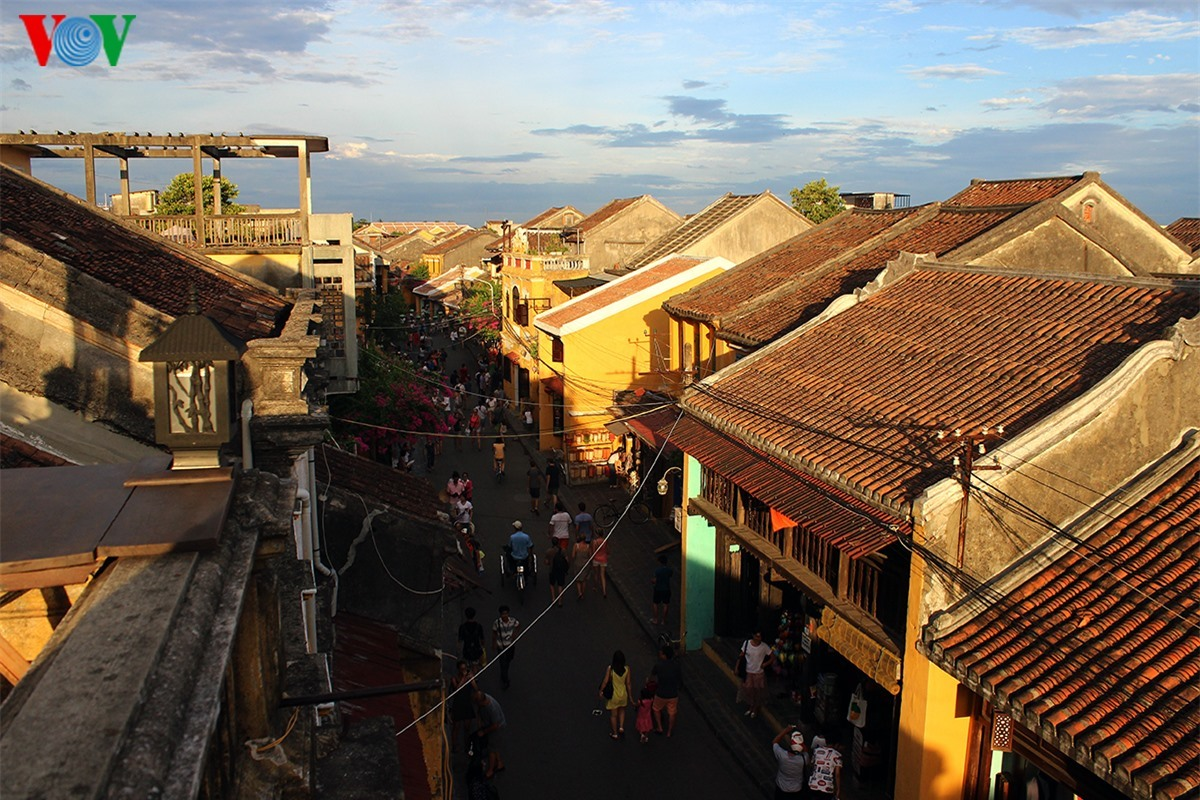 Hoi An ancient town (Quang Nam province) is always a tourist attraction to visitors. They are charmed by its romantic beauty that cannot be found anywhere else.
