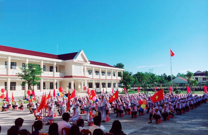 Giờ chào cờ của Trường THCS Lê Quý Đôn. Ảnh: X.P