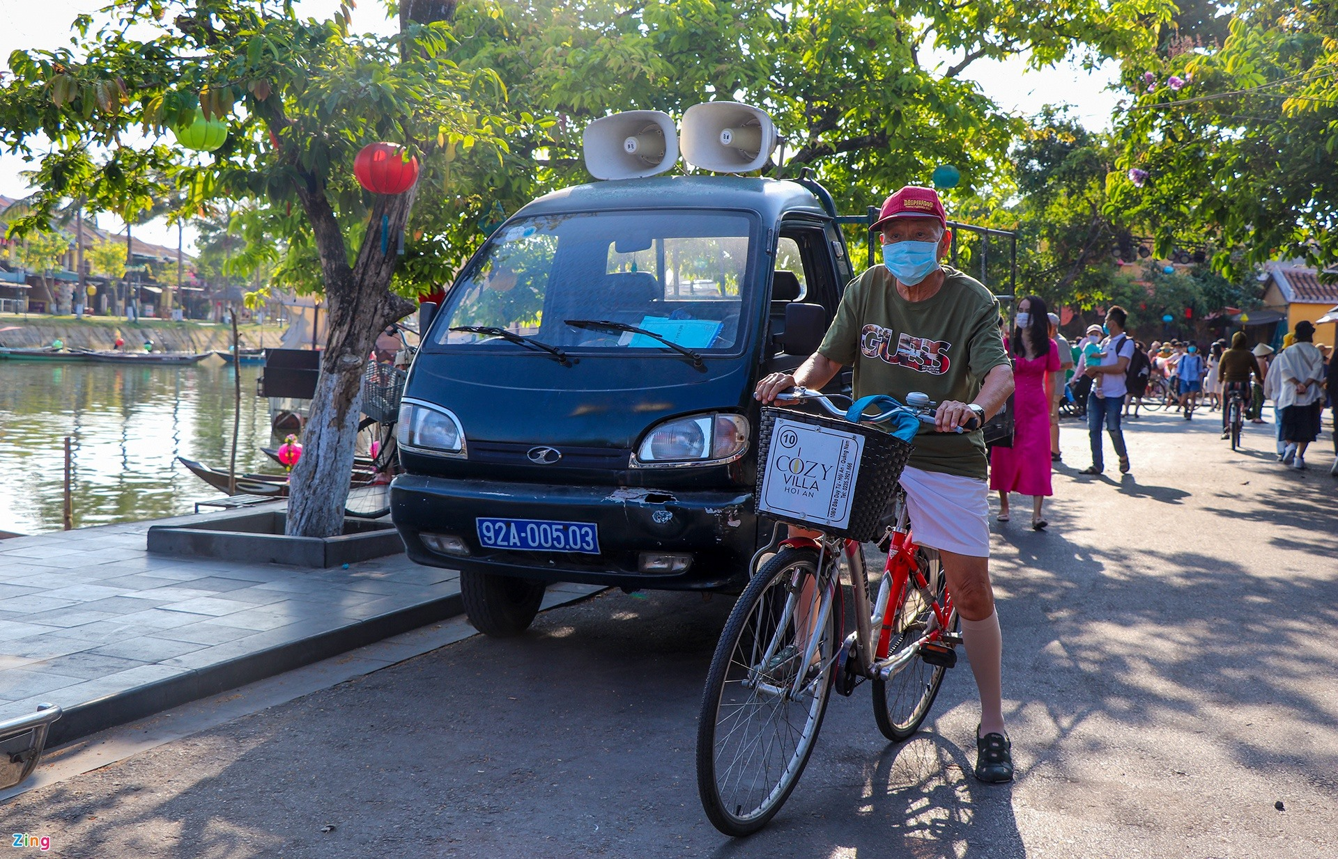 Although Hoi An stops several tourism programmes and activities to ensure the safety for people and visitors in the complex context of Covid-19. The number of visitors to Hoi An increases in the holidays.