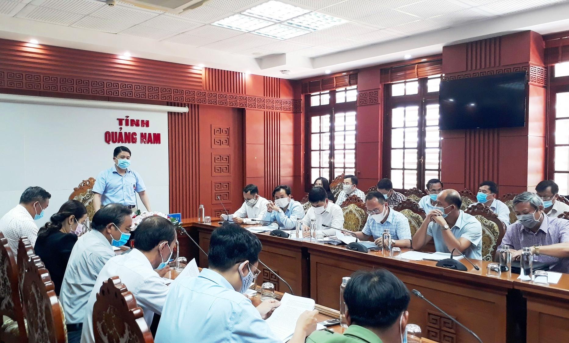 Phó Chủ tịch UBND tỉnh Trần Văn Tân đề nghị các sở, ngành và địa phương tập trung chuẩn bị để tổ chức hội thi và lễ hội thành công. Ảnh: T.V
