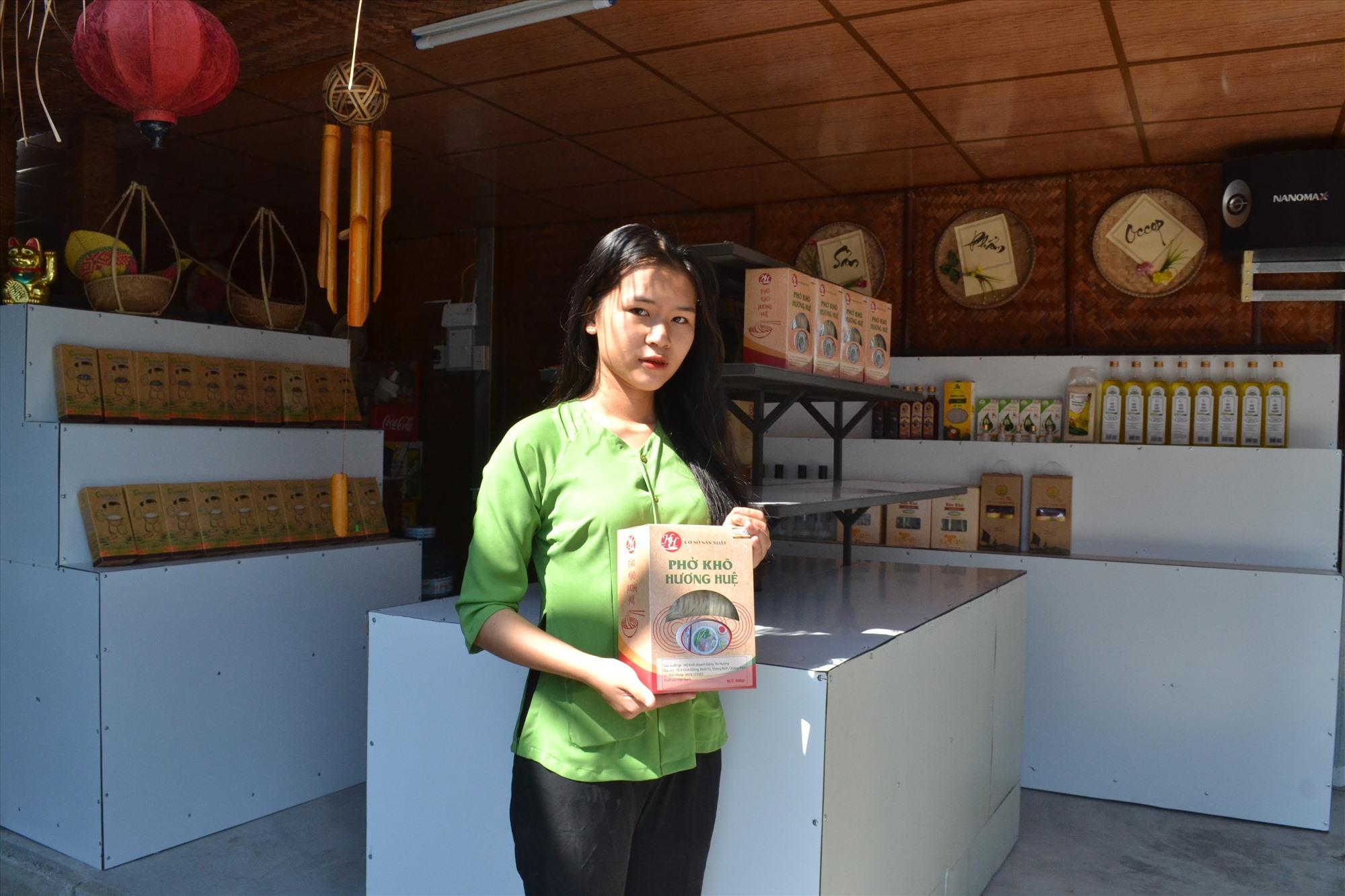 Sản phẩm OCOP phở khô Hương Huệ đã có chỗ đứng trên thị trường, được người tiêu dùng đón nhận. Ảnh: VIỆT QUANG
