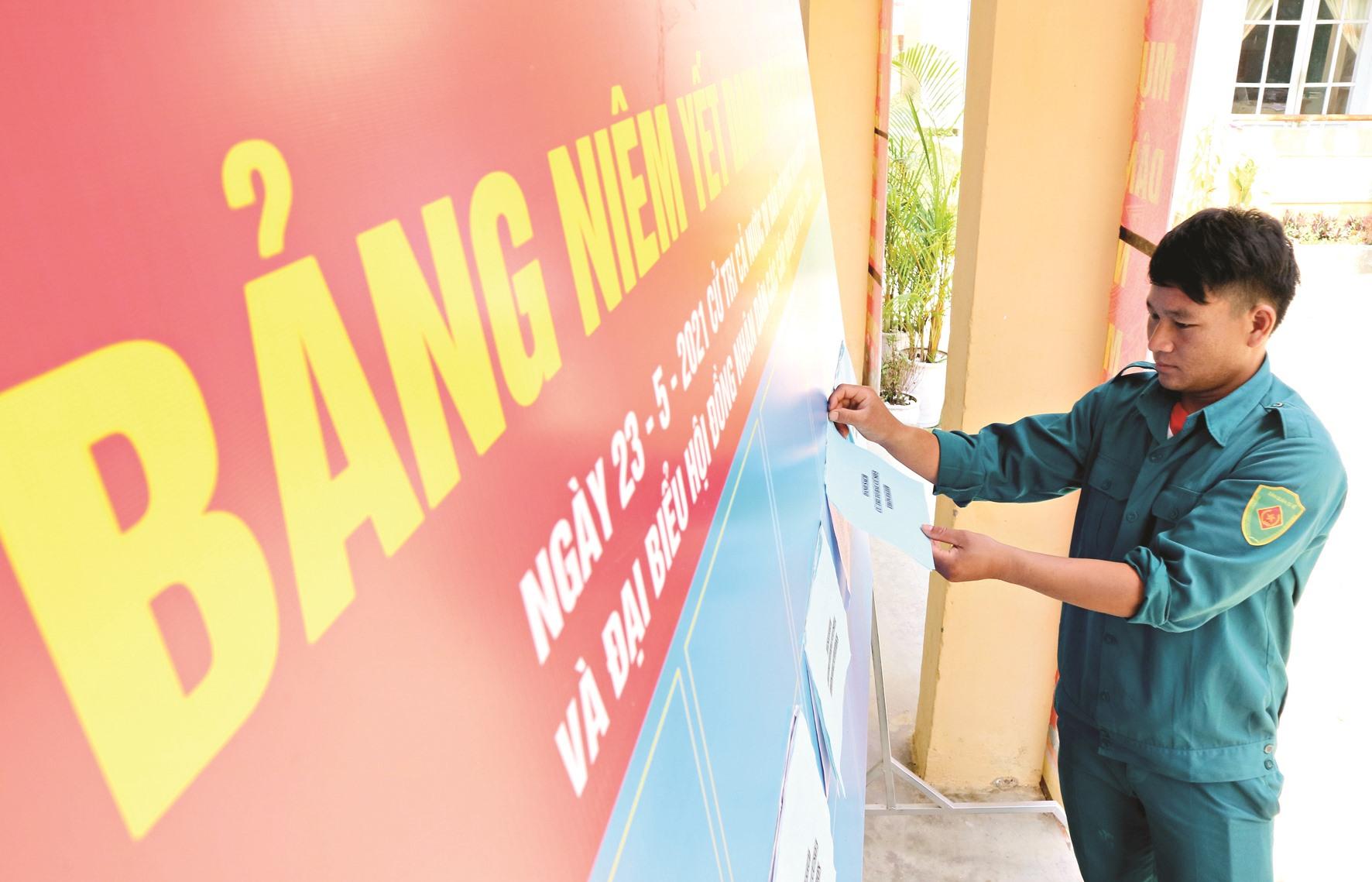 Ngay sau khi được Ủy ban Bầu cử quốc gia đồng ý cho bầu cử sớm vào ngày 16.5 tới, chính quyền xã La Dêê (Nam Giang) triển khai ngay việc niêm yết danh sách ứng cử viên, giúp cử tri dễ dàng tìm hiểu thông tin cần thiết.
