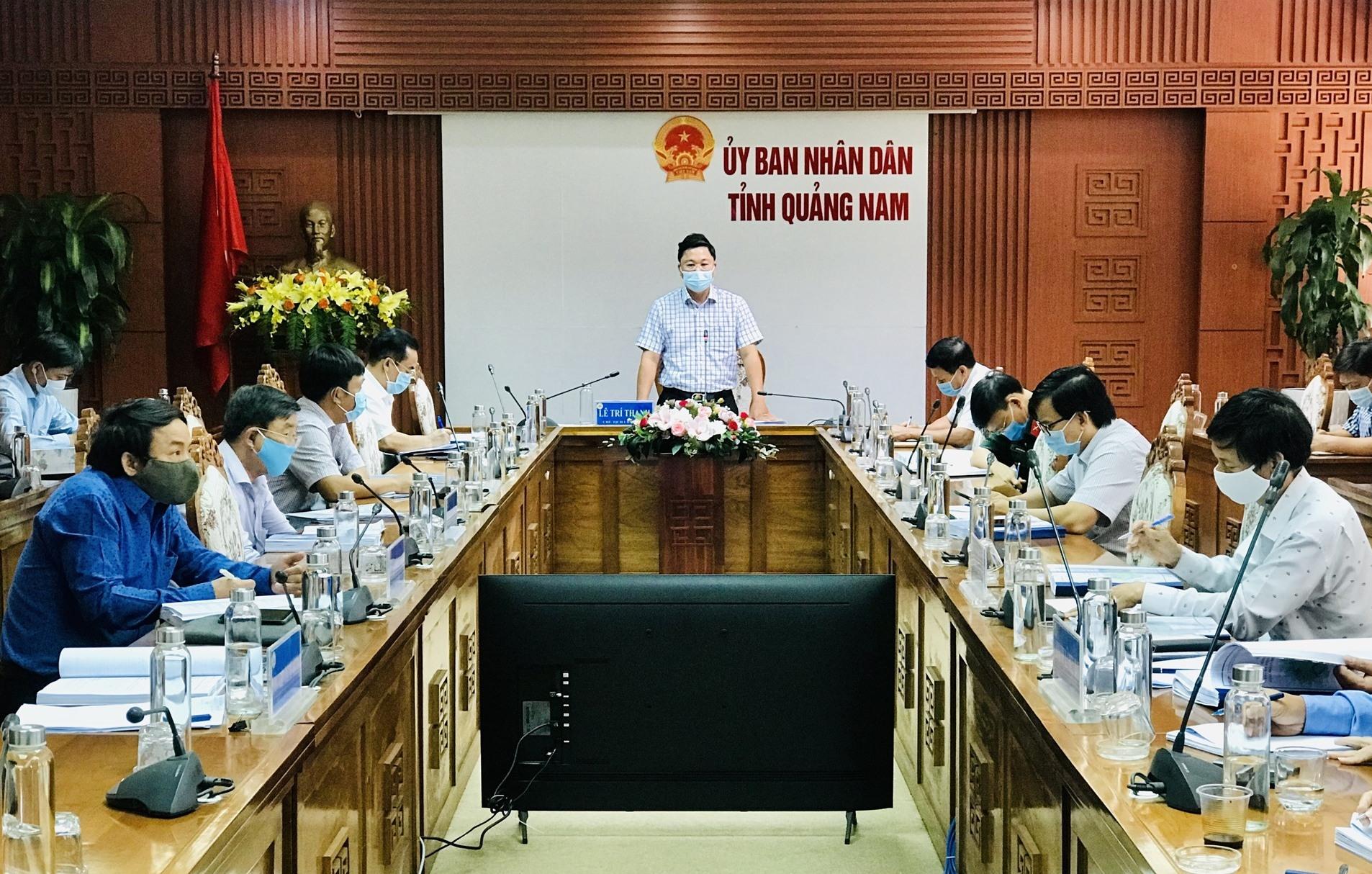Chủ tịch UBND tỉnh Lê Trí Thanh chủ trì cuộc họp. Ảnh: Q.T