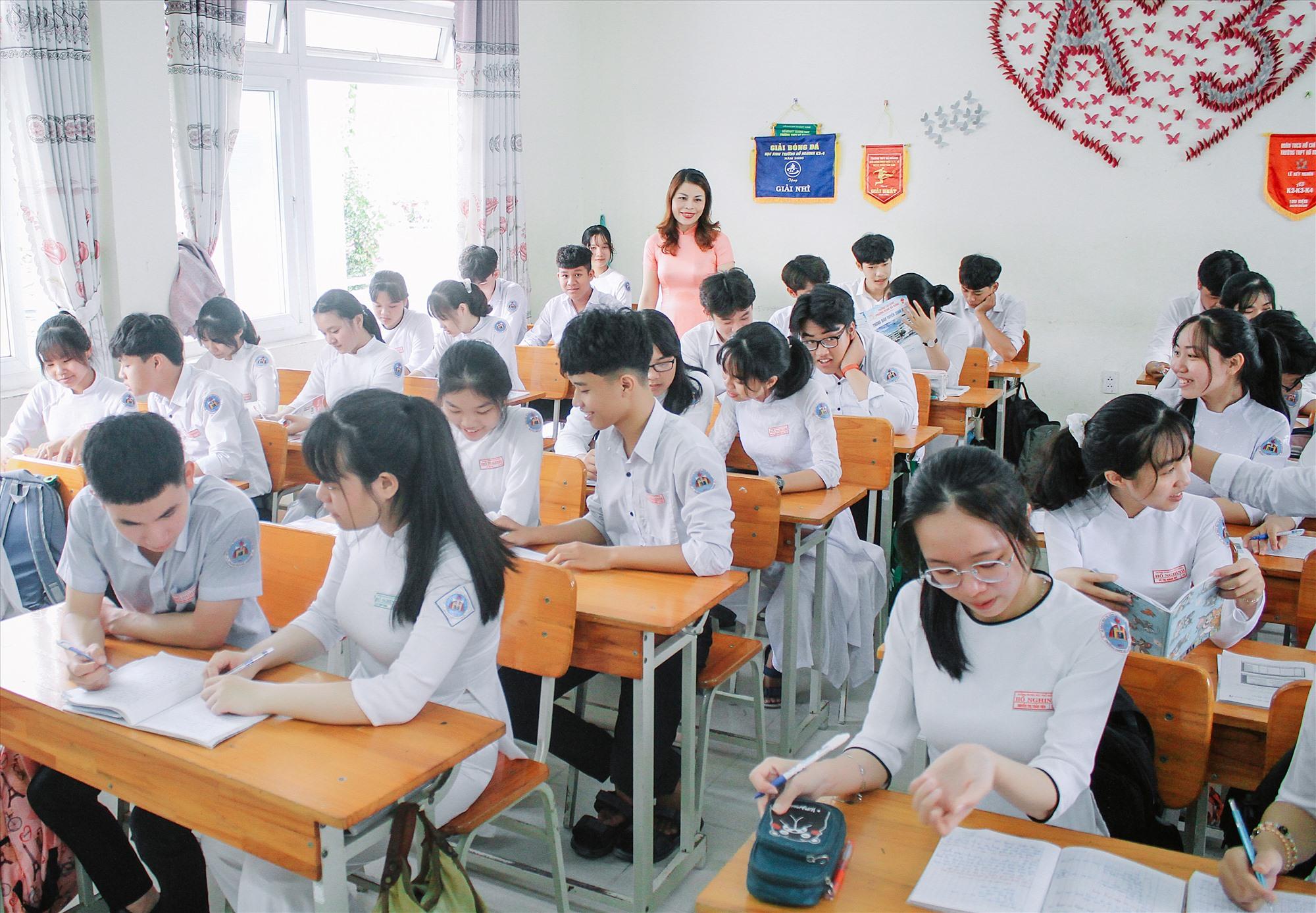 Một tiết học ở Trường THPT Hồ Nghinh. Ảnh: NTCC