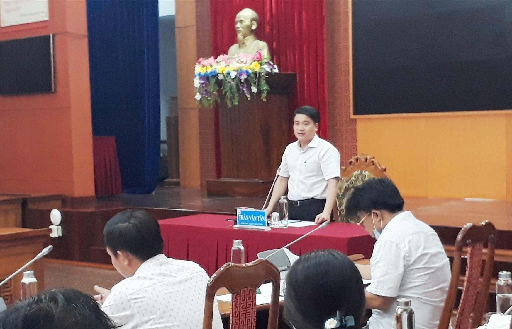 Phó Chủ tịch UBND tỉnh Trần Văn Tân đánh giá cao kế hoạch tuyển dụng năm 2021. Ảnh: X.P