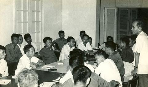 Hội nghị hai Ban Chấp hành Tỉnh ủy hai tỉnh Quảng Đà và Quảng Nam bàn việc hợp nhất bộ máy tổ chức hai tỉnh (29-9-1975).