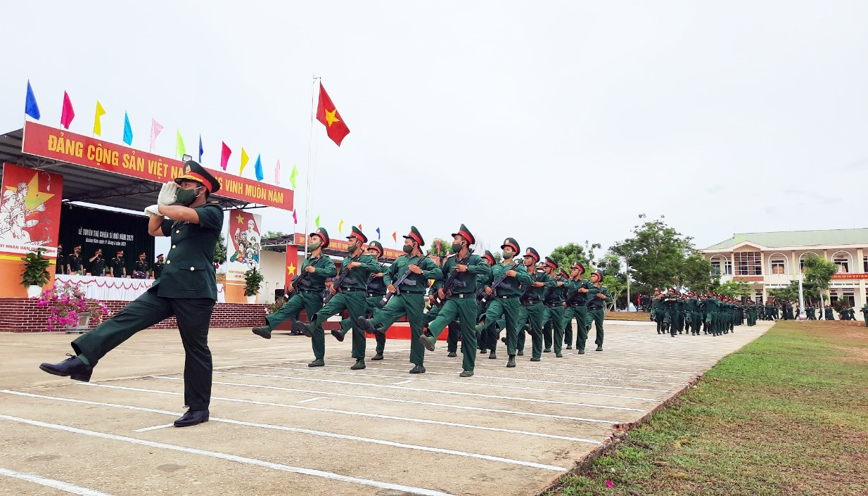Duyệt đội ngũ tại Lễ tuyên thệ chiến sĩ mới 2021.