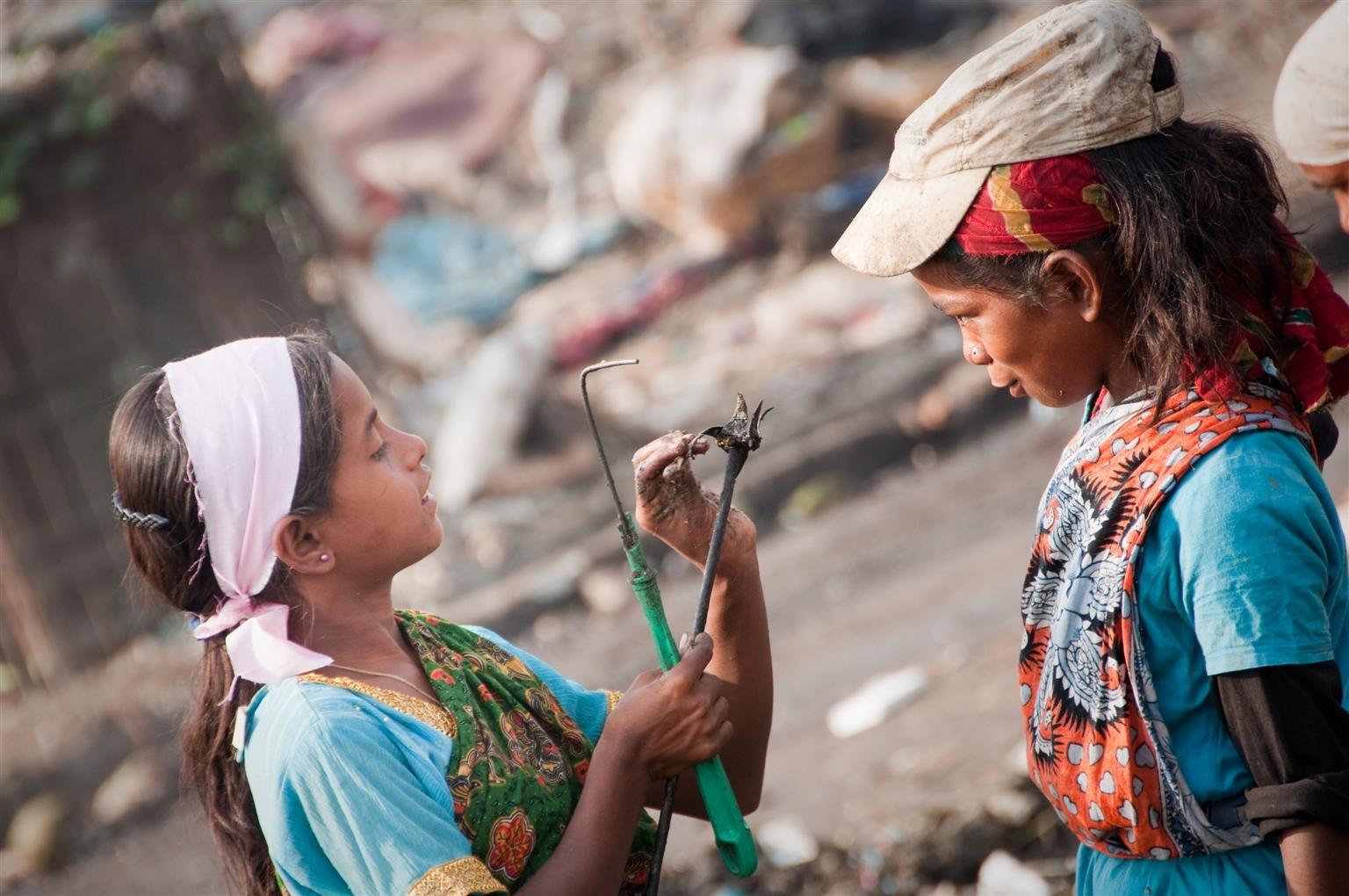 Một trong những hình ảnh đau lòng về tình trạng lao động trẻ em toàn cầu. Ảnh: UNICEF