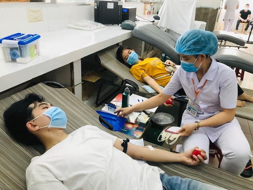 Hiến máu cứu người - nghĩa cử cao đẹp. Ảnh: C.N