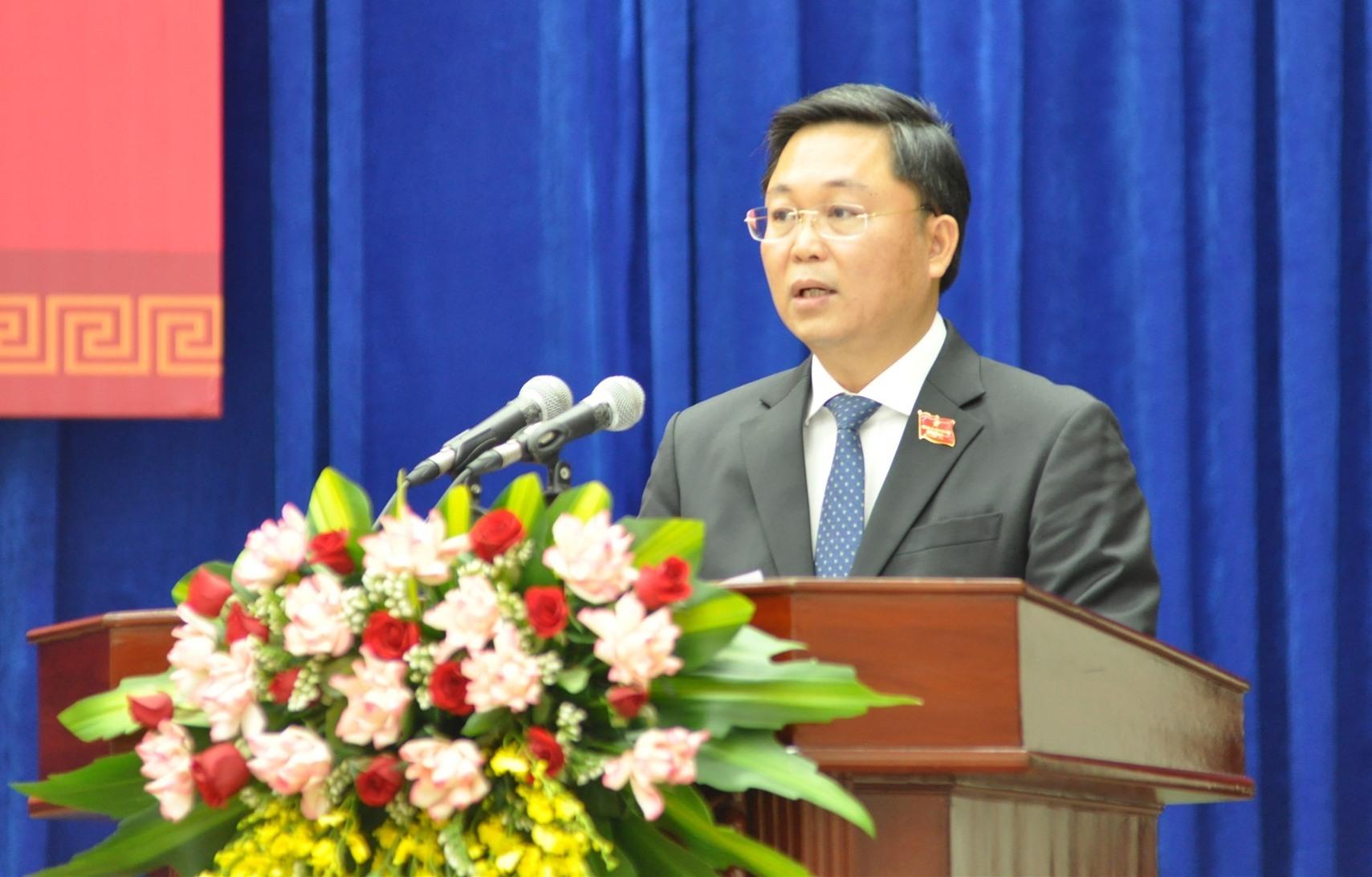 Thay mặt tập thể UBND tỉnh nhiệm kỳ 2021 - 2026, Chủ tịch UBND tỉnh Lê Trí Thanh phát biểu nhận nhiệm vụ. Ảnh: P.Đ