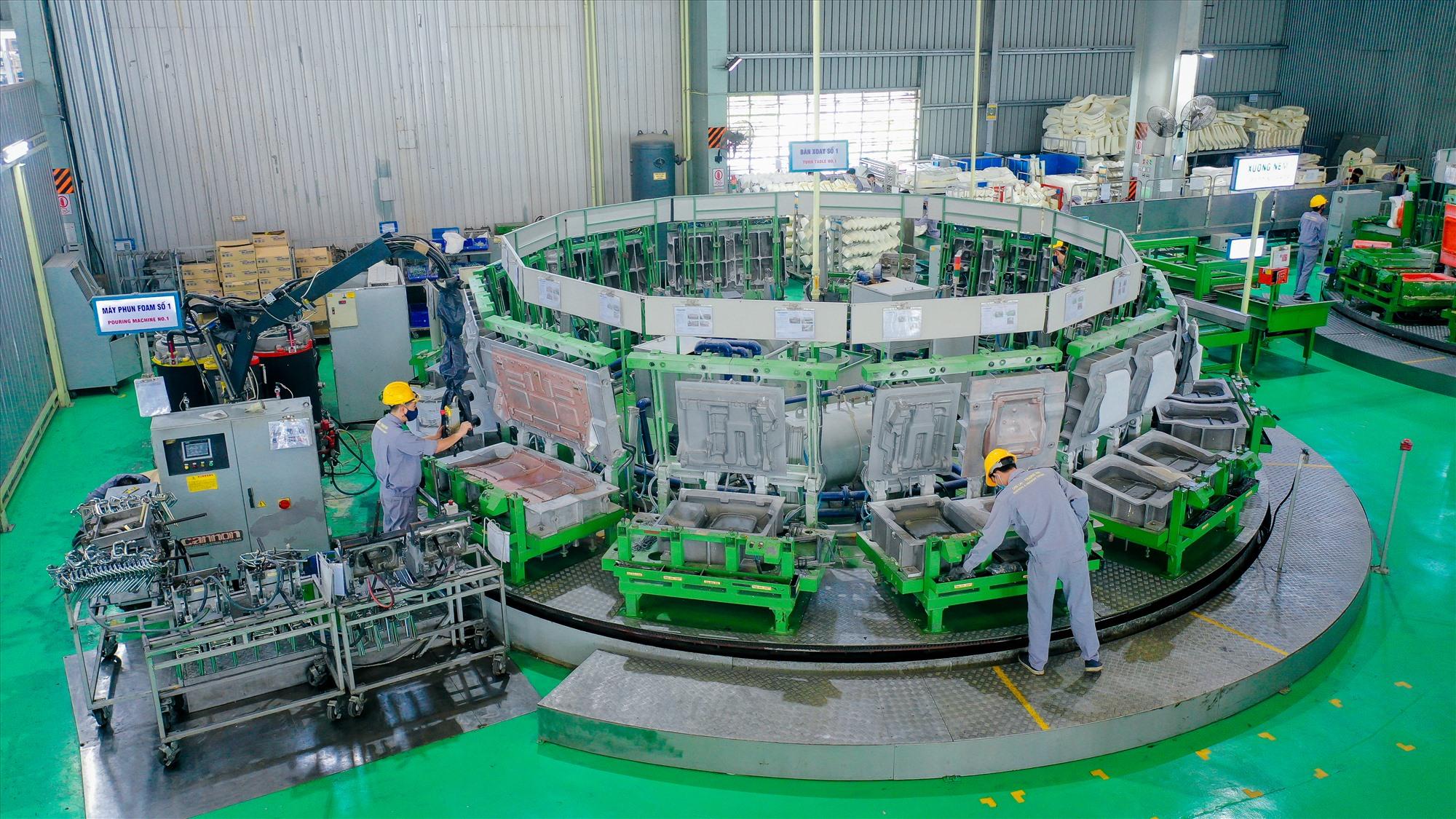 Máy ép nhựa 3.200 tấn.