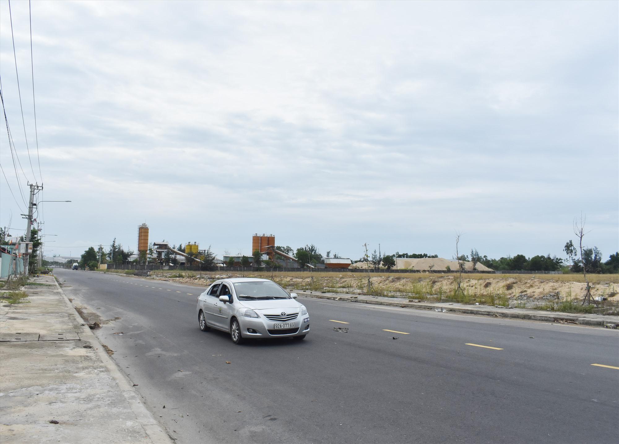 Nhiều cụm công nghiệp còn trống đất do hạ tầng chưa đáp ứng yêu cầu của doanh nghiệp. Ảnh: V.LỘC