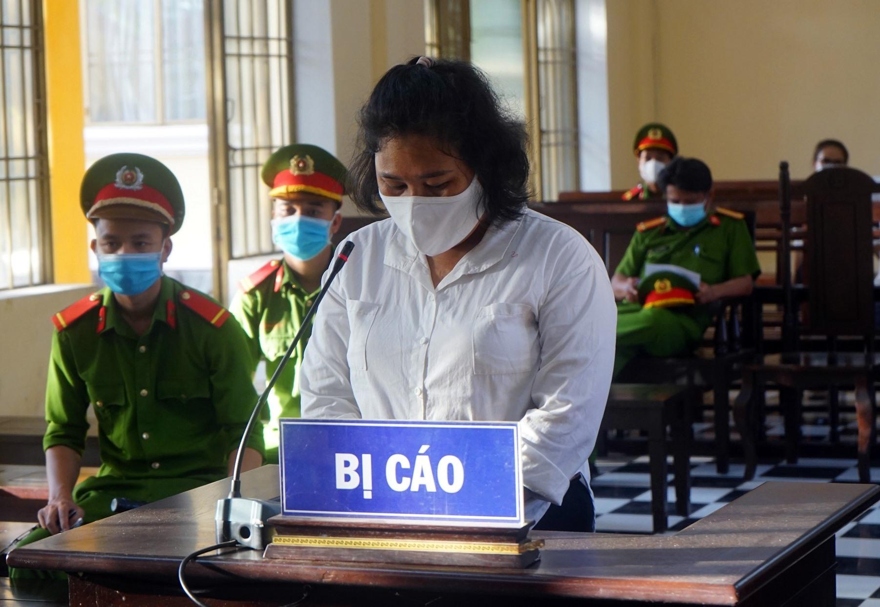 Bị cáo Đỗ Thị Kiều Phương tại phiên tòa. Ảnh PHƯƠNG LOAN