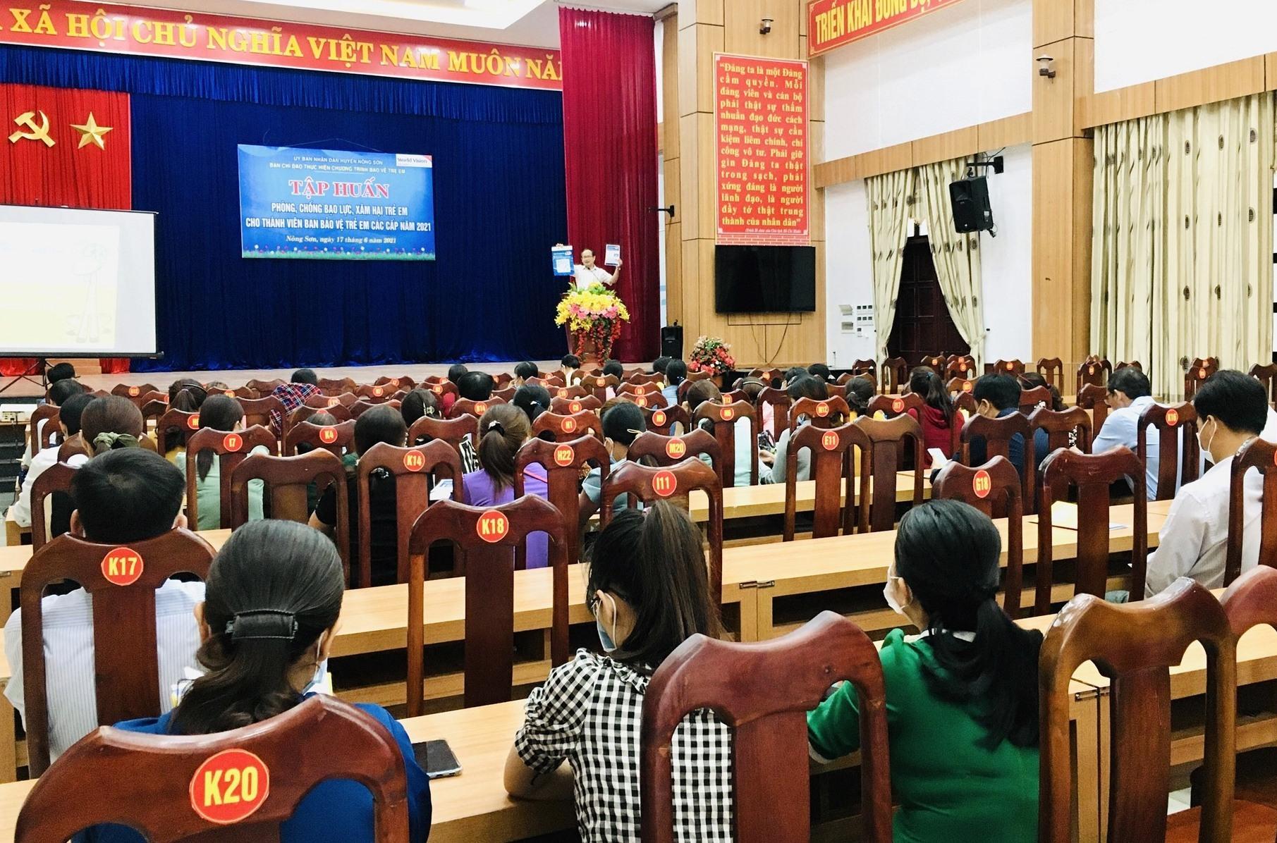 Tập huấn phòng chống bạo lực, xâm hại trẻ em cho ban bảo vệ trẻ em các cấp trên địa bàn huyện Nông Sơn. Ảnh: TÂM LÊ