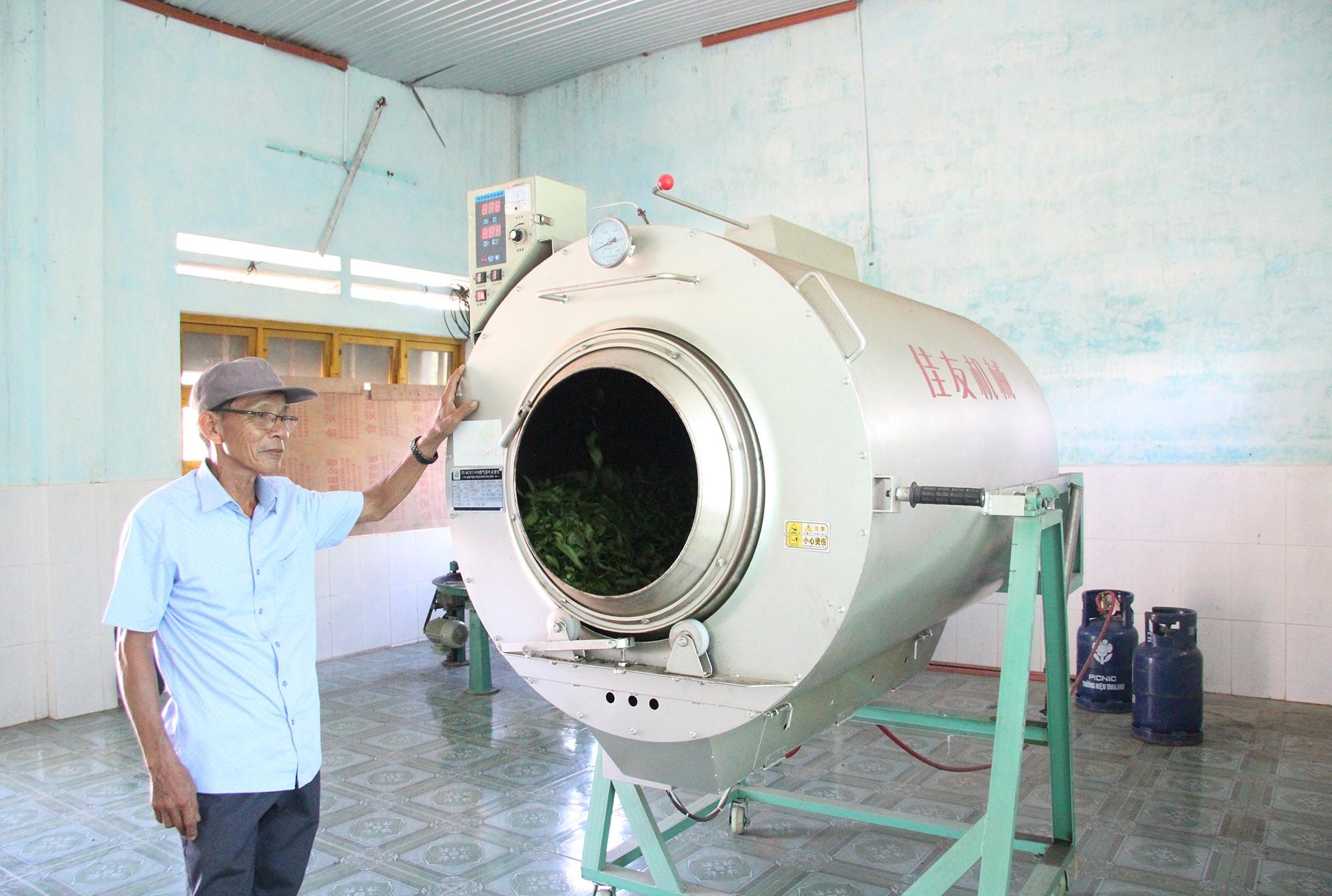 Máy diệt men, khử khuẩn chè xanh được HTX chè Đức Phú đầu tư hơn 100 triệu đồng. Ảnh: H.Q