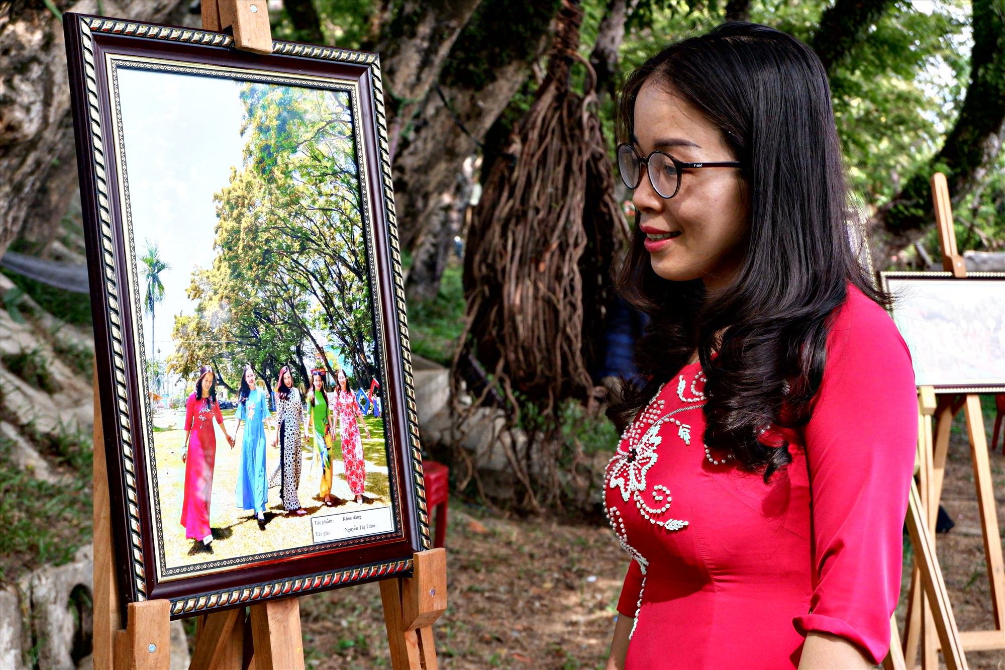 Tác giả Nguyễn Thị Trâm đạt giải Nhì tại cuộc thi. Ảnh: X.H