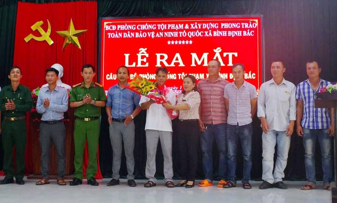 Buổi lễ ra mắt Câu lạc bộ phòng chống tội phạm xã Bình Định Bắc.