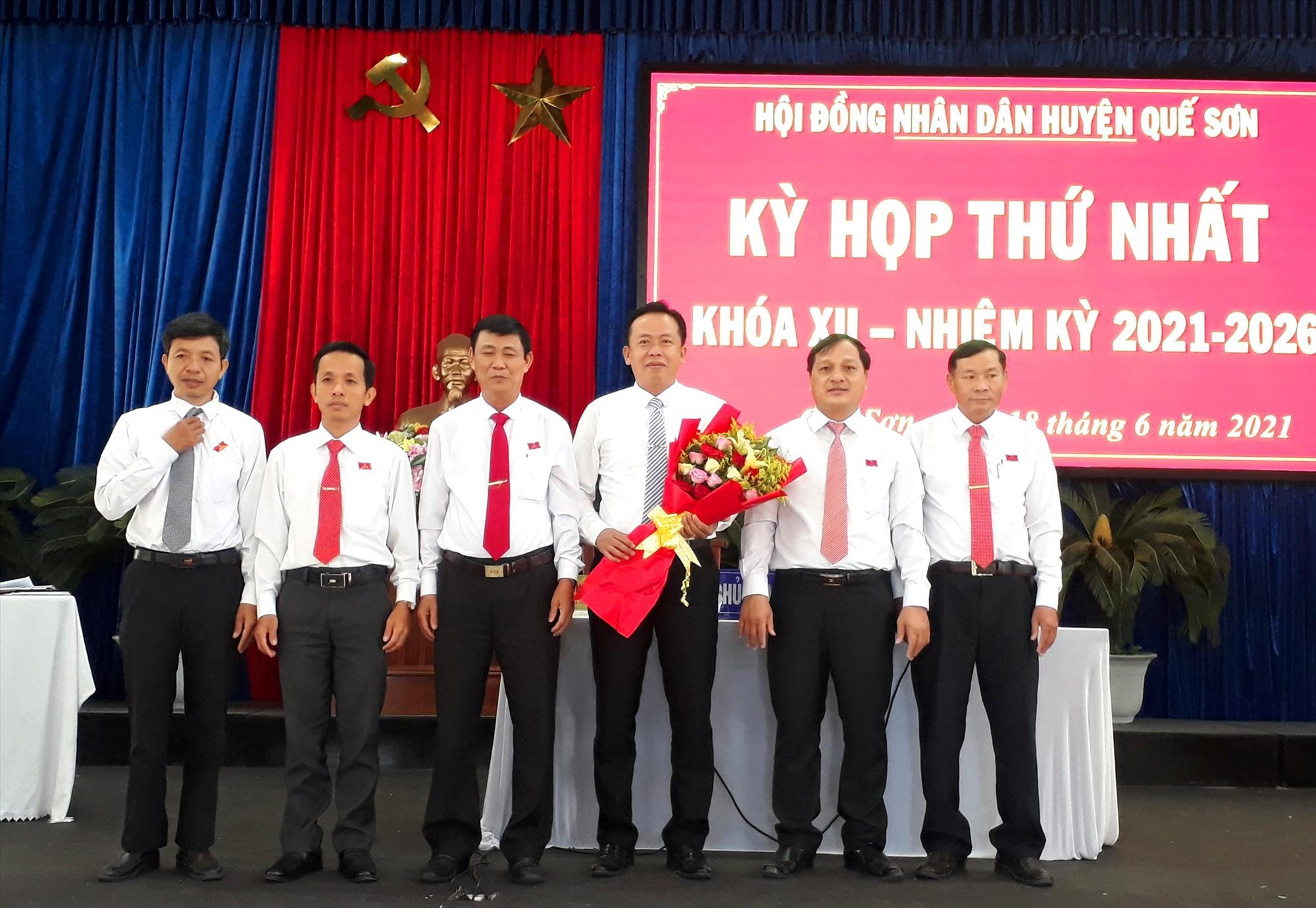 ông Đinh Nguyên Vũ được bầu giữ chức Chủ tịch HĐND huyện khóa XII, nhiệm kỳ 2021-2026. ảnh DT.
