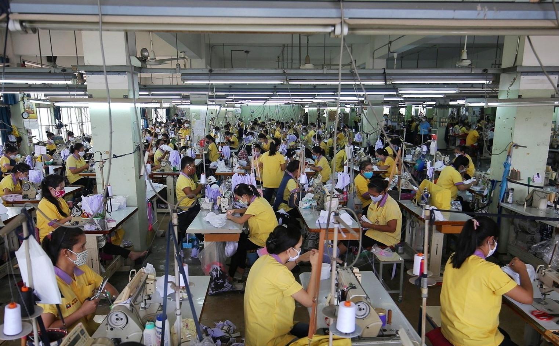 Các nhà máy tại Thái Lan nỗ lực duy trì sản xuất, vừa chống dịch Covid-19. Ảnh: Thaipbs