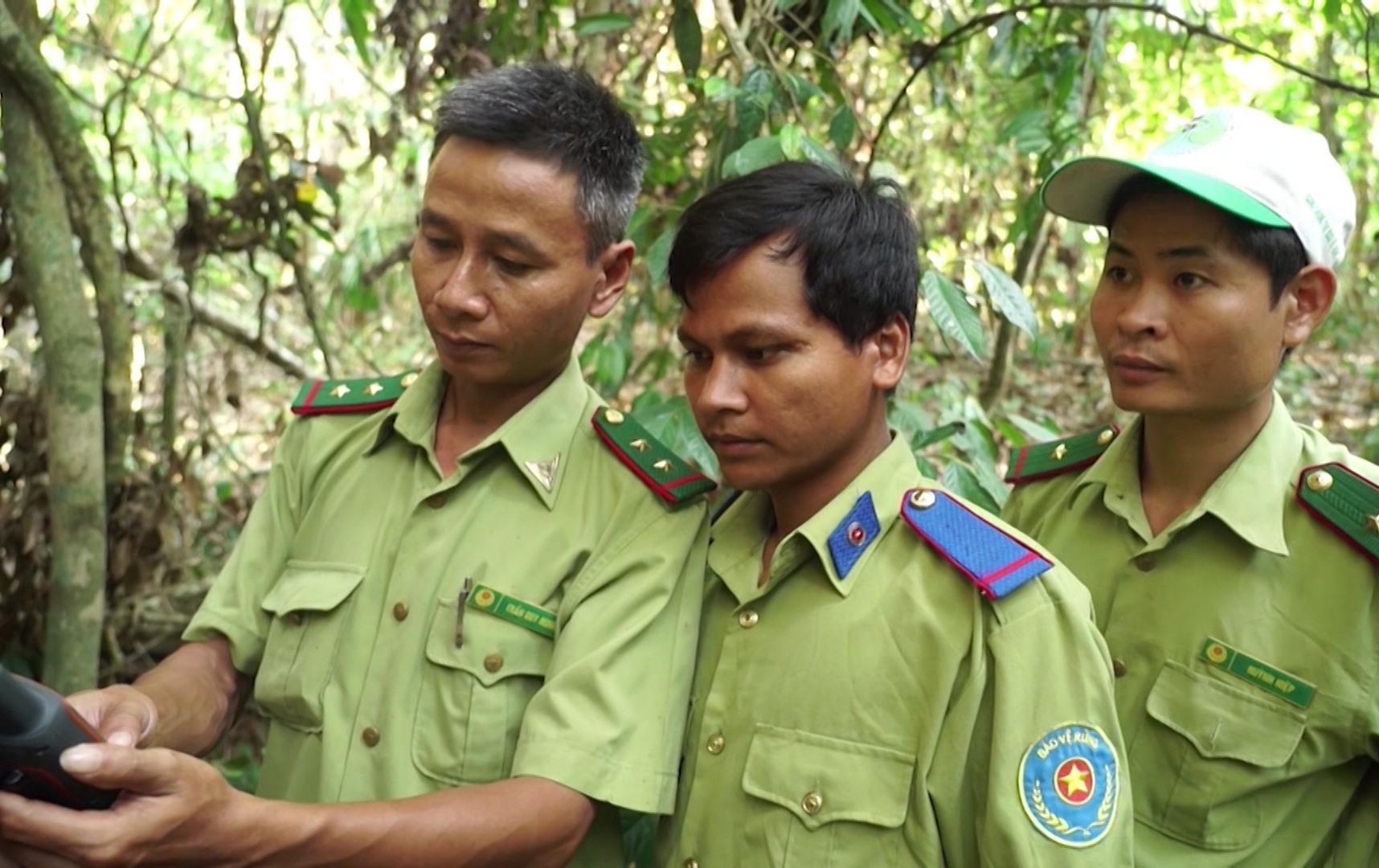 Lực lượng chuyên trách của Vườn quốc gia Sông Thanh tuần tra, kiểm soát bảo vệ rừng. Ảnh: T.Sỹ