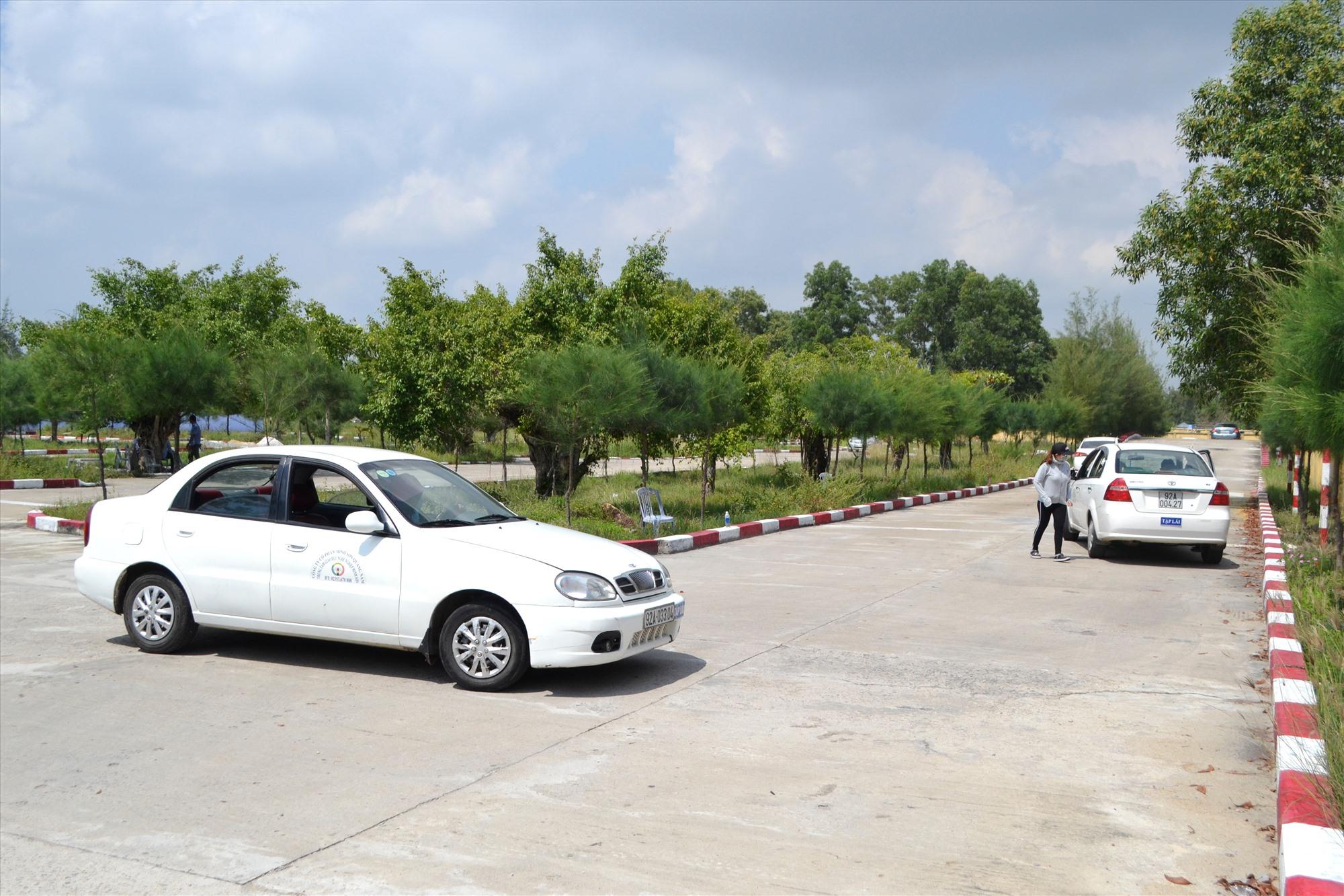 Giờ dạy thực hành lái xe ô tô tại Trung tâm Giáo dục nghề nghiệp Minh Sơn.