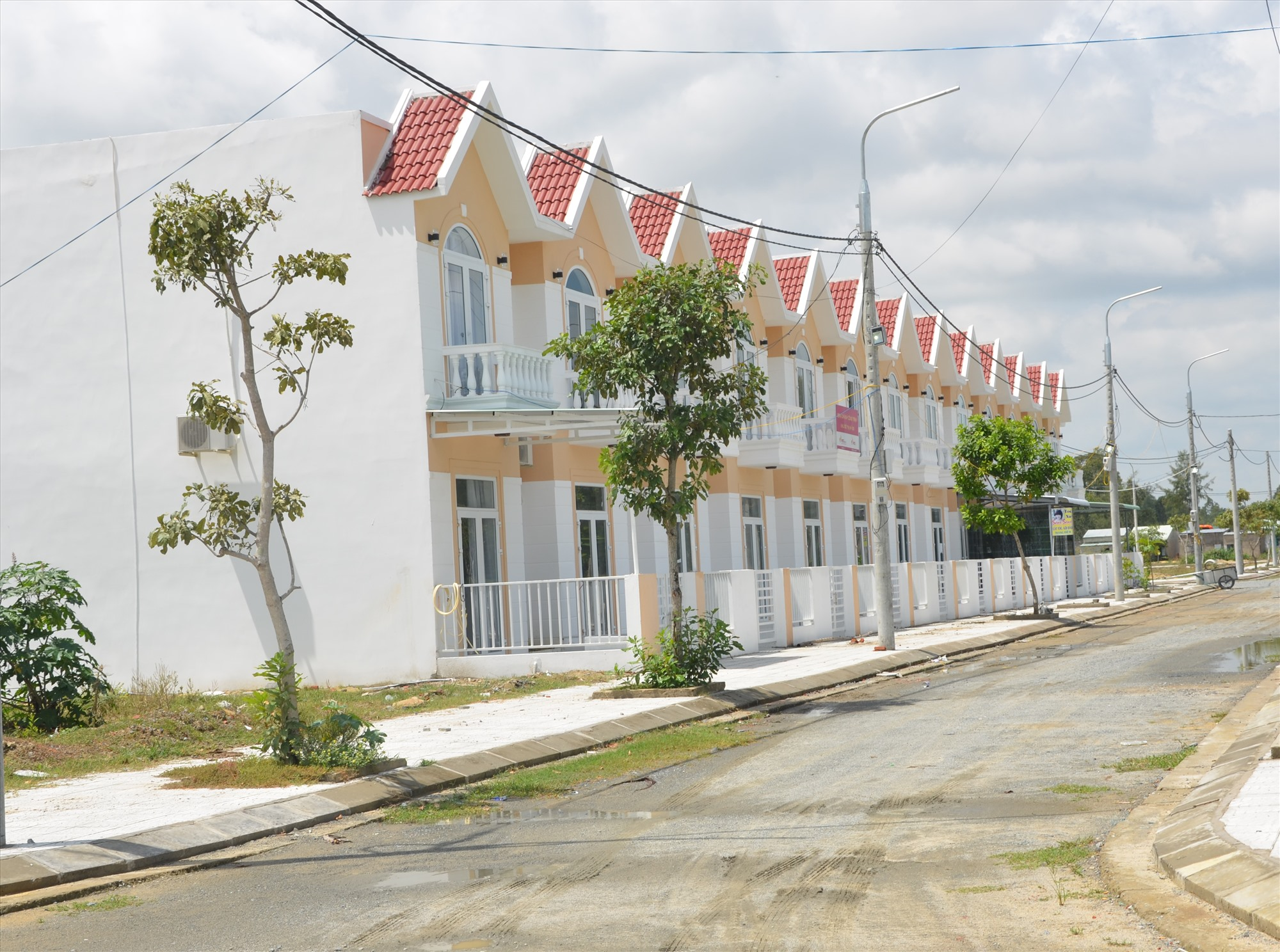Chính quyền tỉnh đang siết chặt quản lý các dự án nhà ở thương mại.