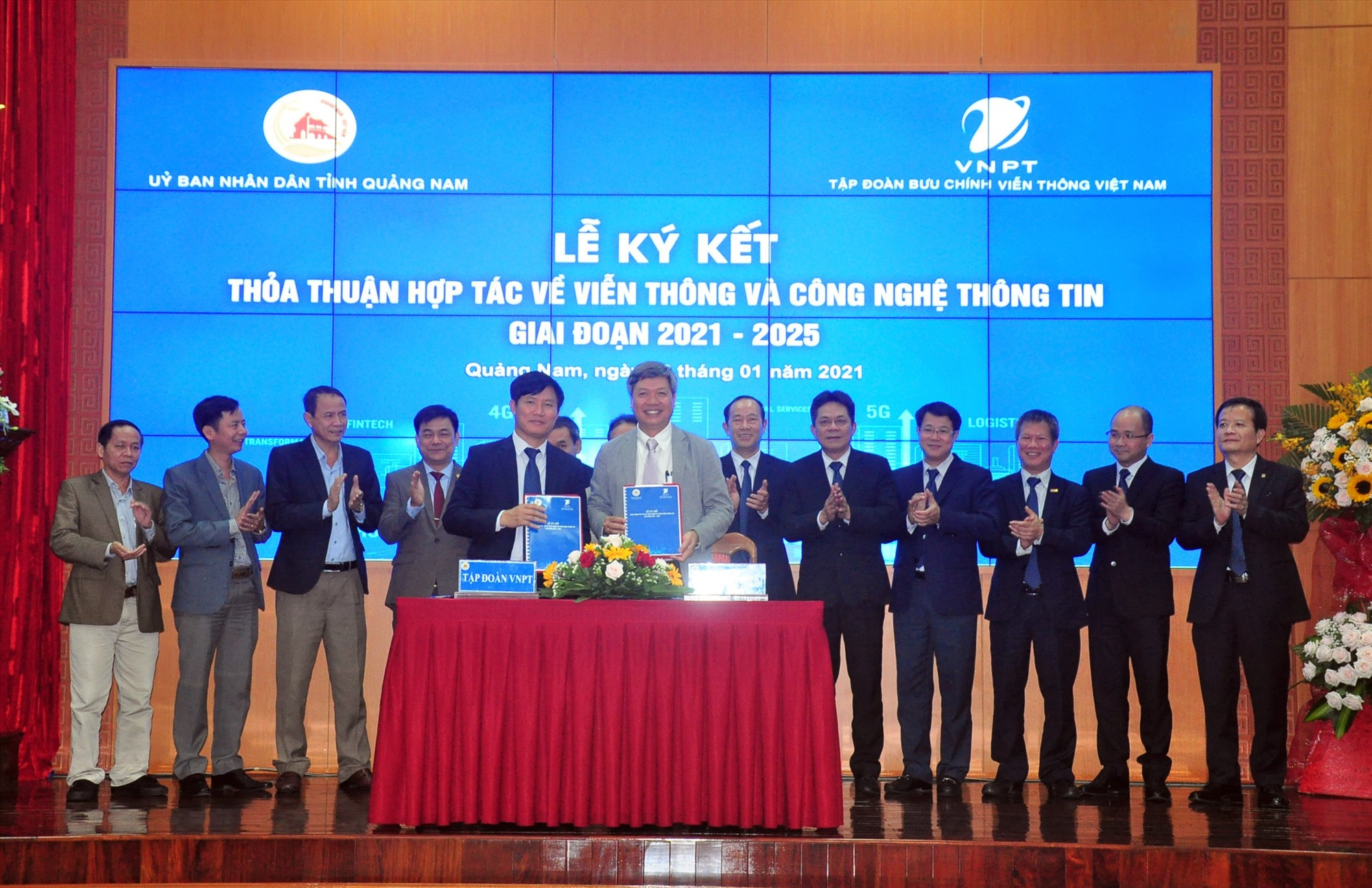 UBND tỉnh và VNPT ký kết thỏa thuận hợp tác về viễn thông và công nghệ thông tin giai đoạn 2021 - 2025. Ảnh: VINH ANH