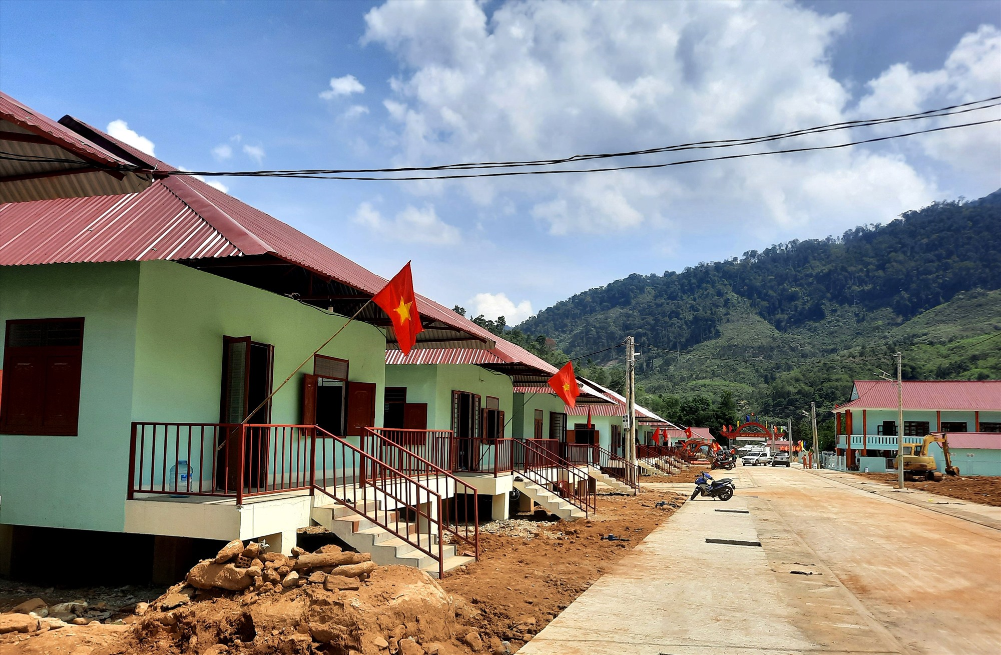 Khu tái định cư Bằng La (xã Trà Leng, Nam Trà My) được kỳ vọng sẽ giúp người dân ổn định cuộc sống sau thiên tai. Ảnh: GIANG NGỌC