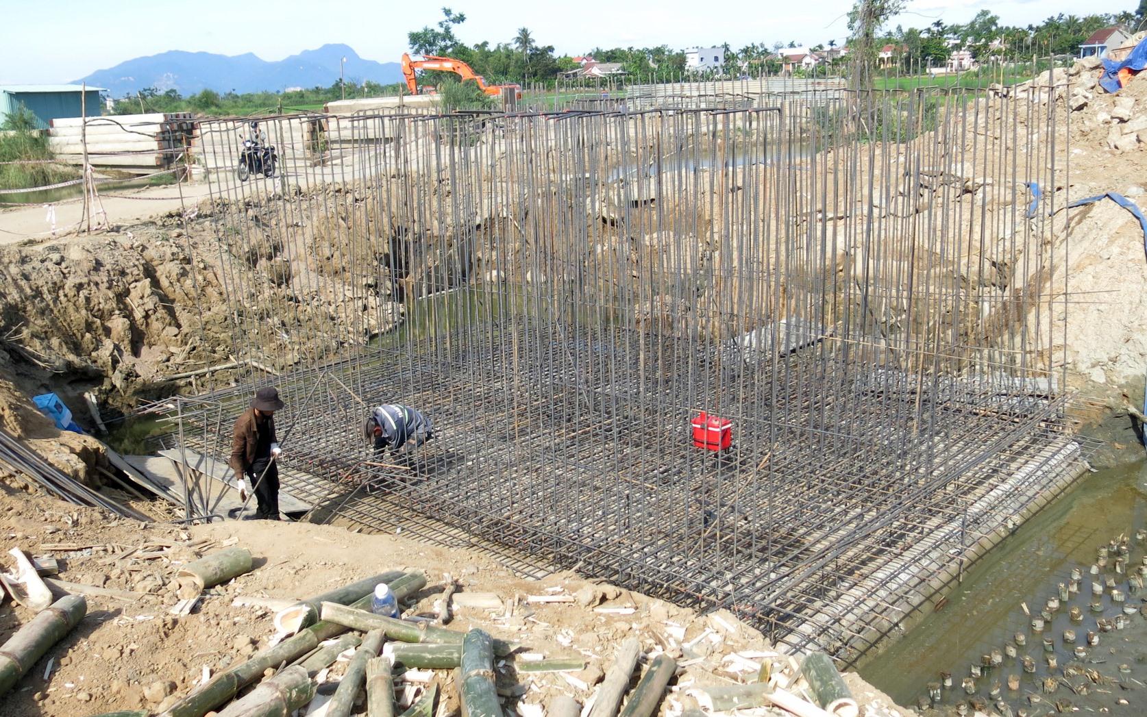 Công trường dự án phát triển môi trường hạ tầng đô thị để ứng phó với biến đổi khí hậu TP.Hội An. Ảnh: T.D
