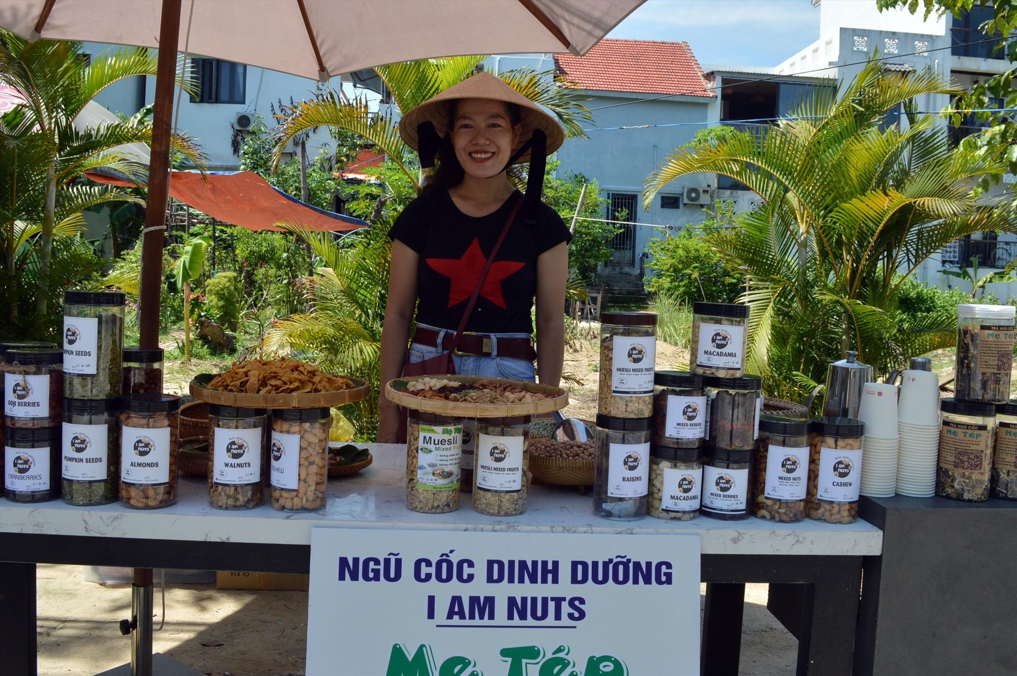 Tiêu thụ sản phẩm Ngũ cốc dinh dưỡng Mẹ Tép chủ yếu thông qua giao dịch trực tuyến