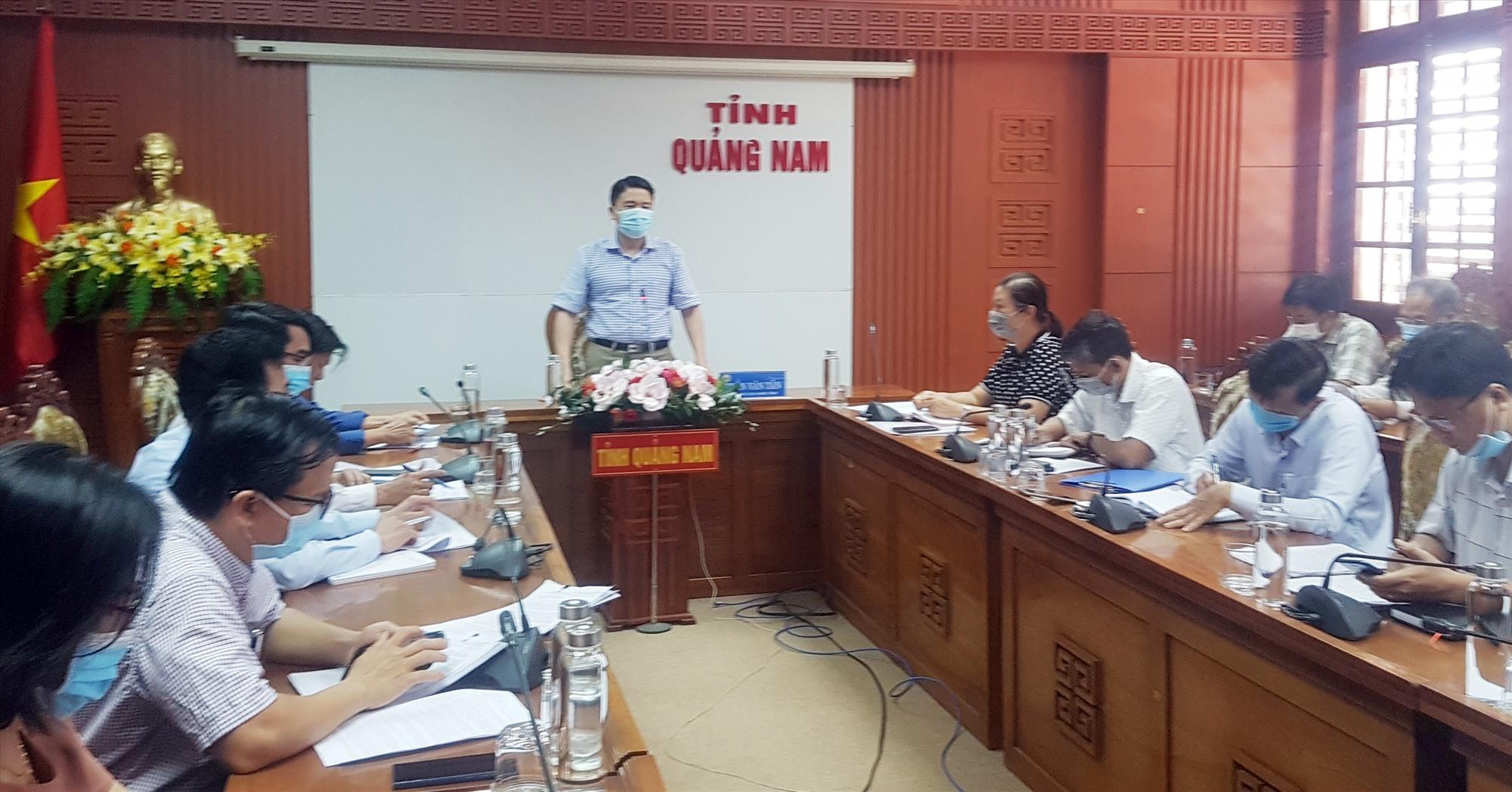 Phó Chủ tịch UBND tỉnh Trần Văn Tân chủ trì buổi làm việc với Trường Cao đẳng Quảng Nam. Ảnh: D.L