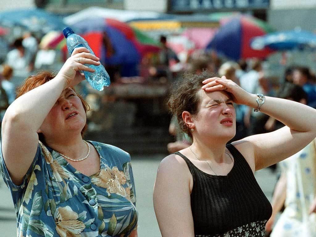 Người dân tại Moscow, Nga hứng chịu nắng nóng như thiêu đốt.  Ảnh: brecorder