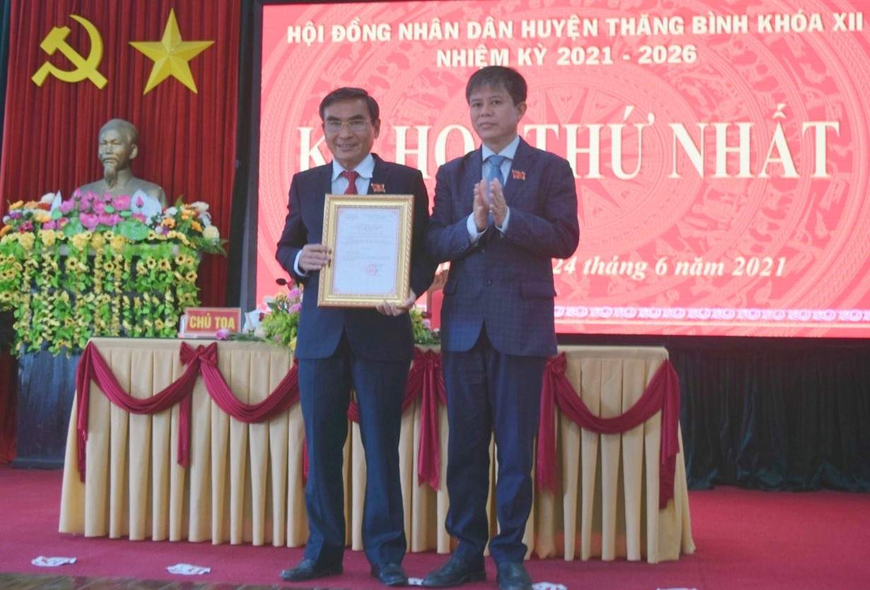 Ông Phan Công Vỹ- Bí thư Huyện ủy, Chủ tịch HĐND huyện khóa XI tiếp tục giữ chức Chủ tịch HĐND huyện Thăng Bình khóa XII, nhiệm kỳ 2021-2026