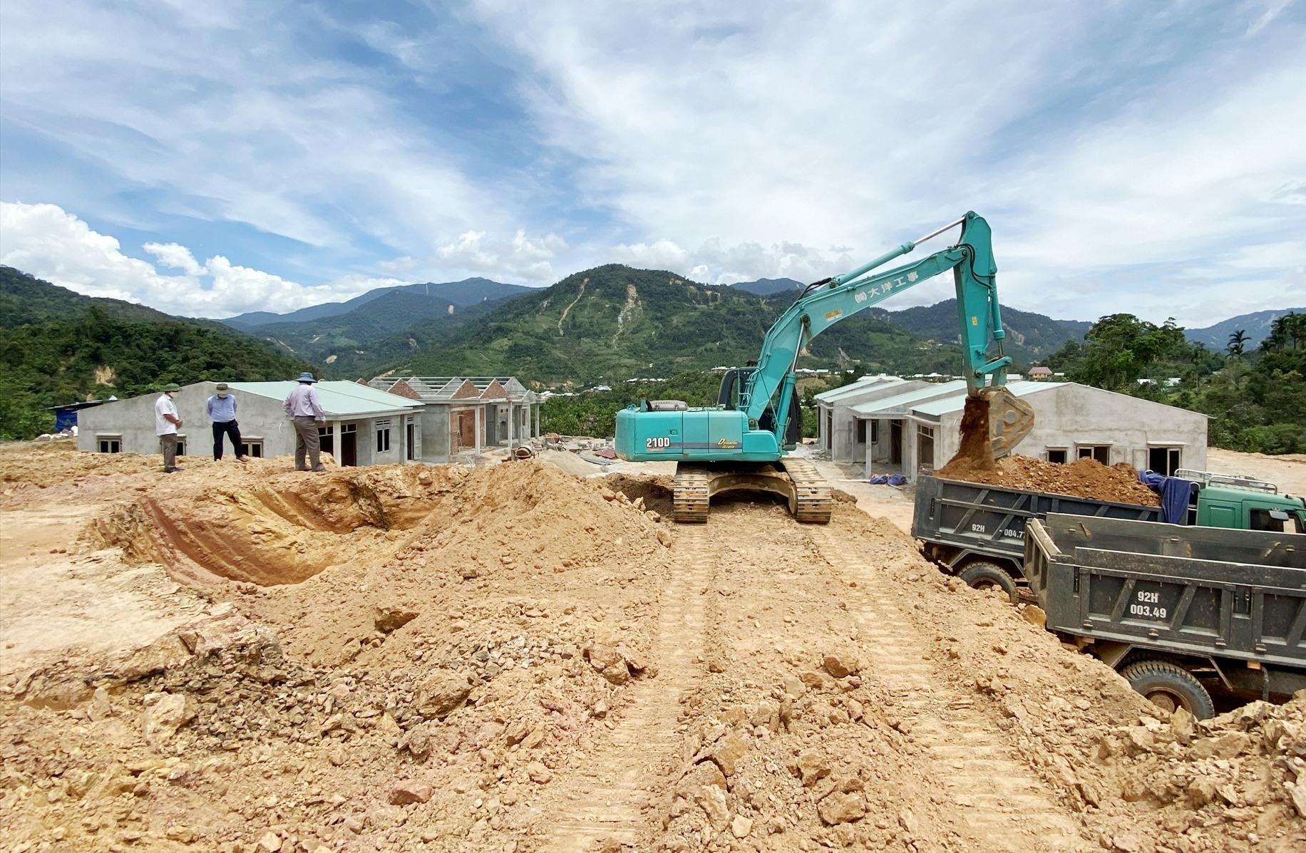 Nhiều căn nhà đang dần hình thành trên khu TĐC thôn 2, xã Phước Thành.